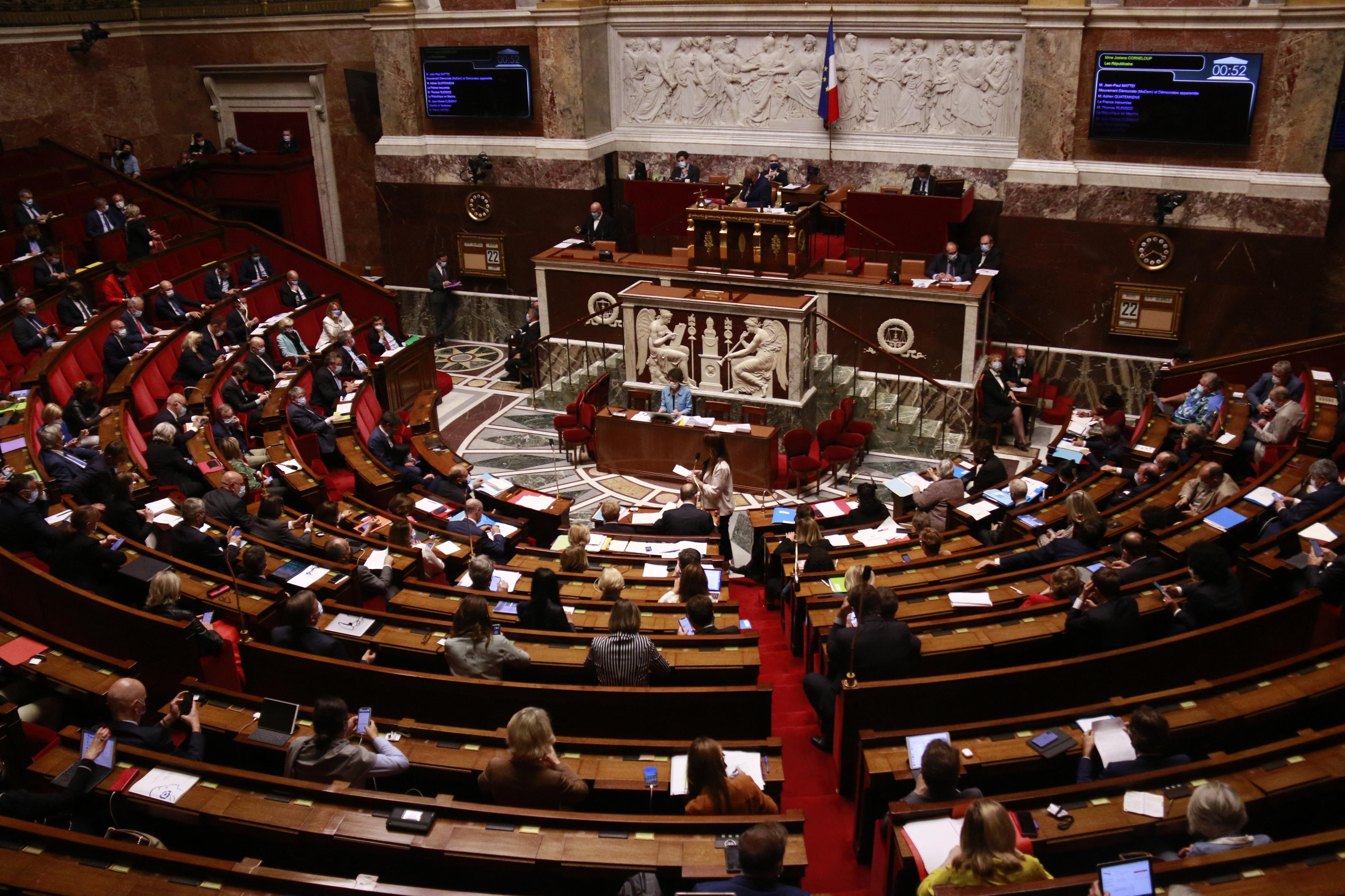Megszavazta a francia parlament, hogy az egyedülálló nők és a leszbikus párok is kérhessenek mesterséges megtermékenyítést