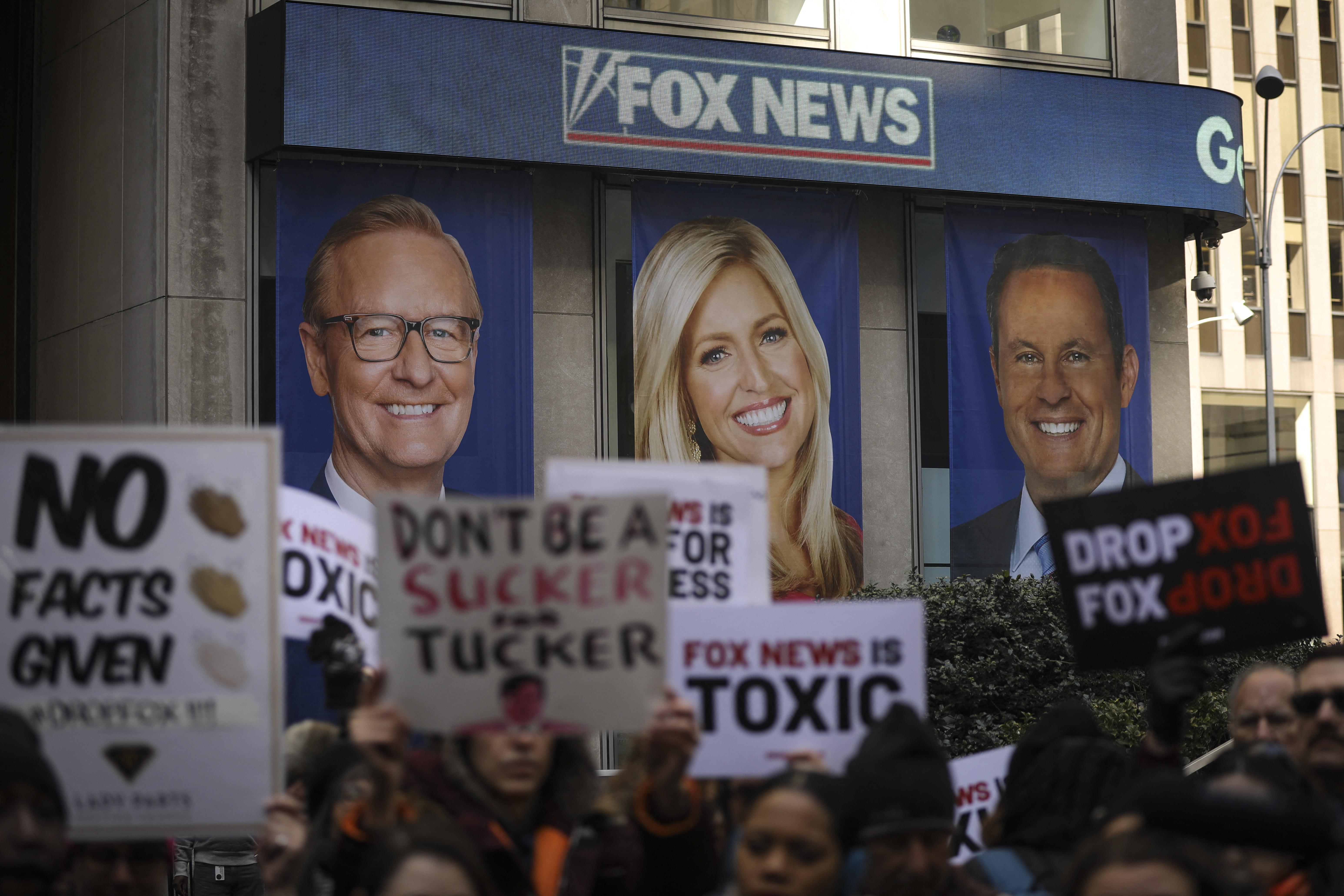 A Fox News egymillió dolláros büntetést kapott szexuális zaklatási ügyek és munkahelyi megtorlás miatt