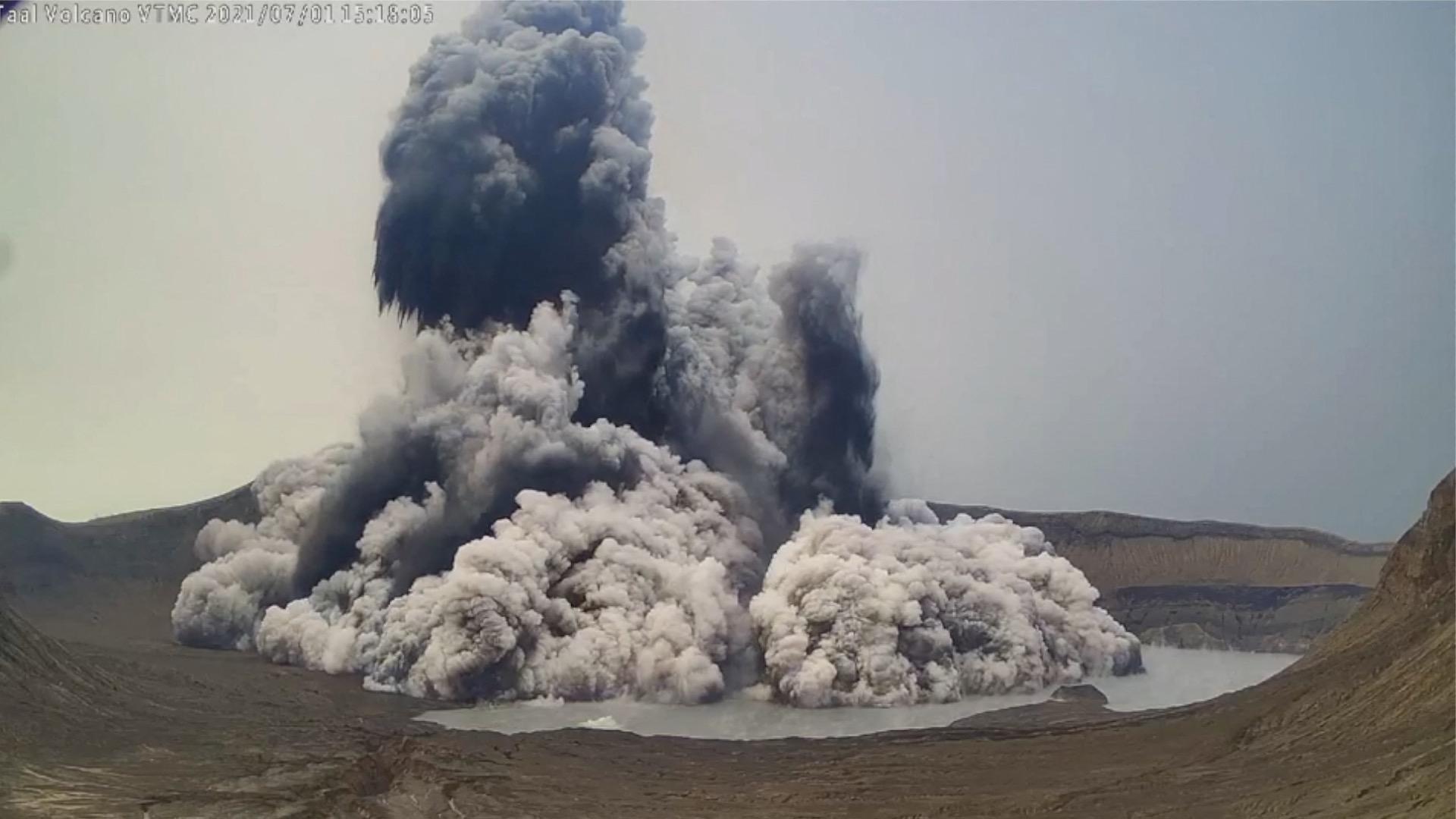 Több mint kétezer embernek kellett elhagynia az otthonát egy Fülöp-szigeteki vulkán miatt