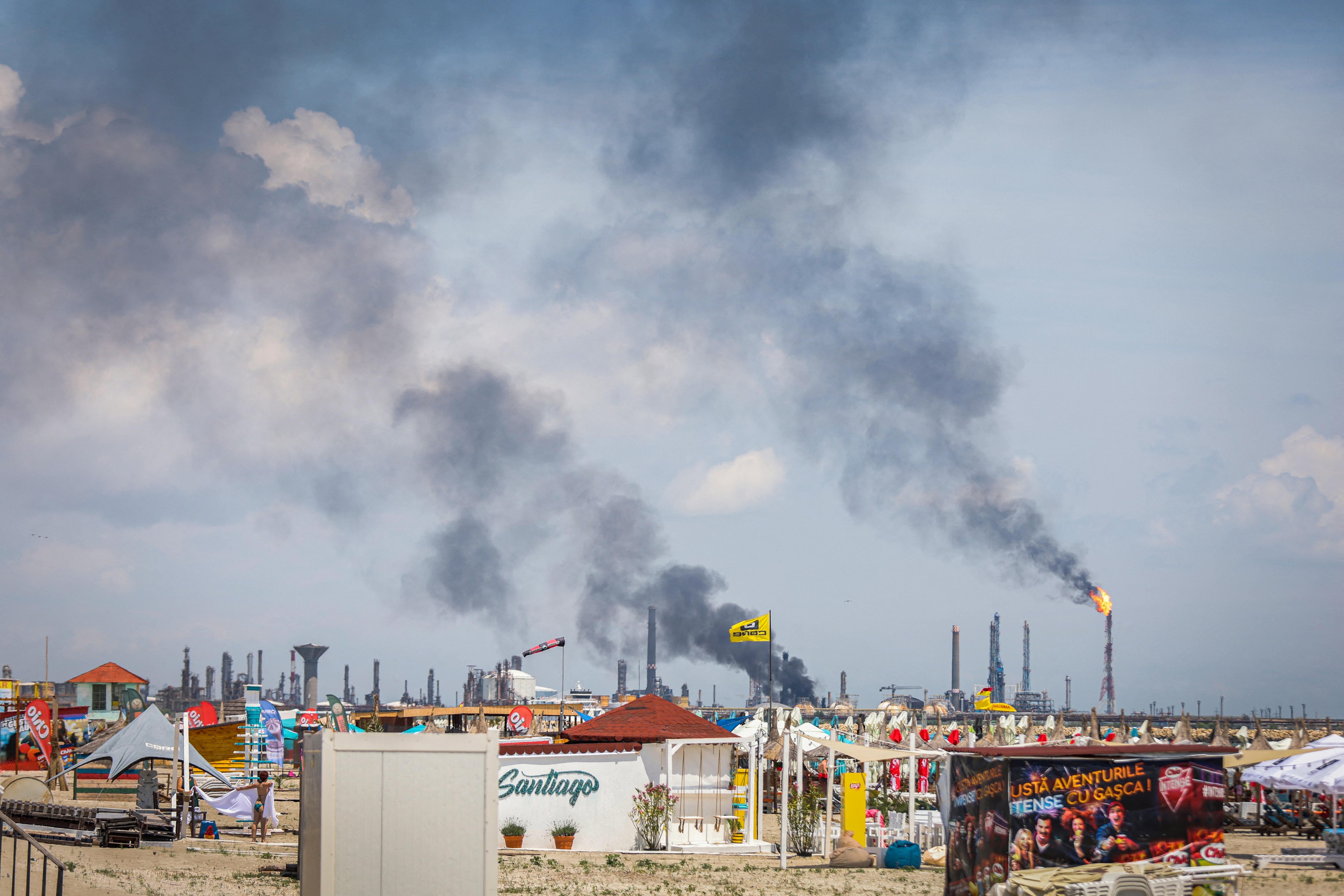 Egy ember meghalt egy robbanásban Románia legnagyobb olajfinomítójában