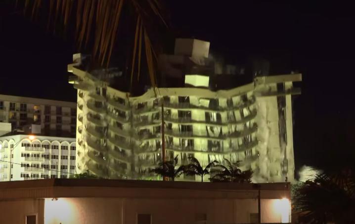 Felrobbantották az összedőlt floridai lakóház ép részét