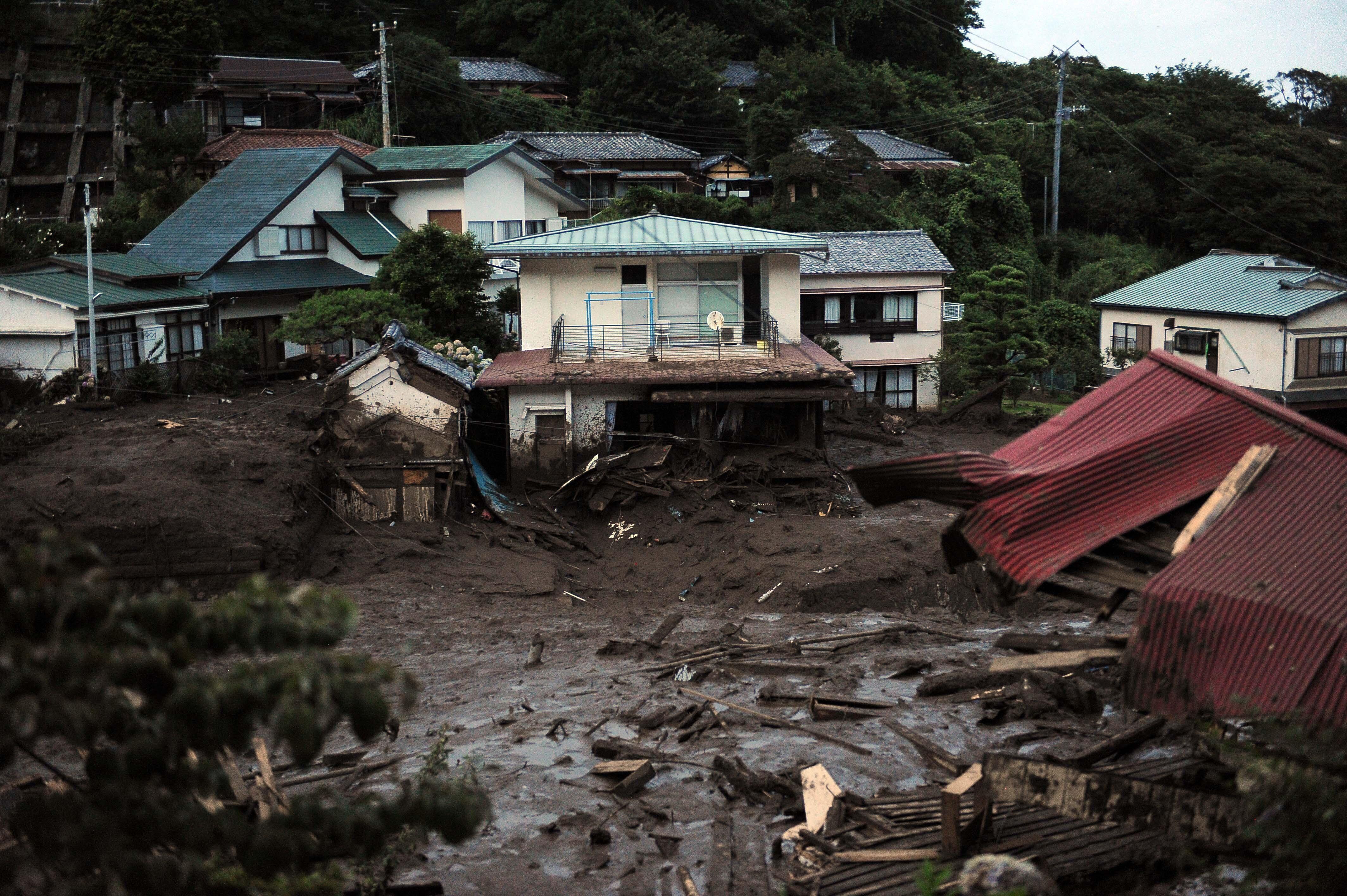 Még mindig nem találnak 80 embert, akik a szombati földcsuszamlás után tűntek el Japánban