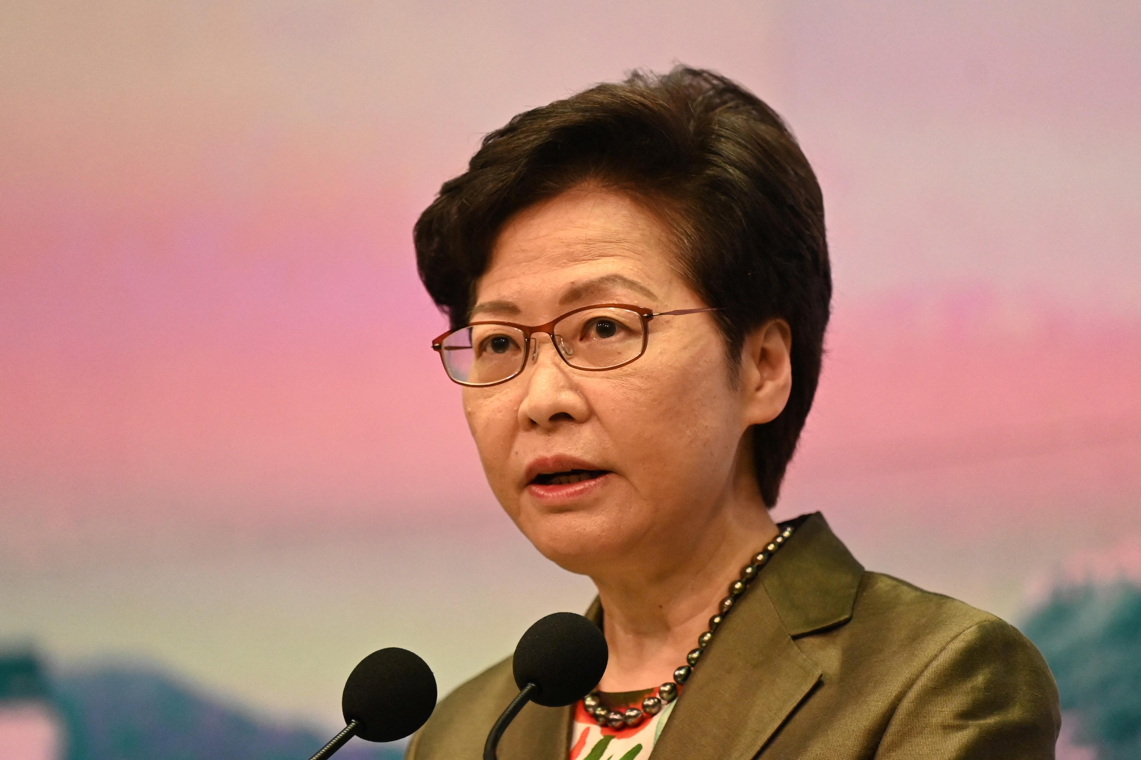 Hongkong kormányzója megfigyeltetné a tinédzsereket a nemzetbiztonsági kockázatot jelentő veszélyes eszmék miatt