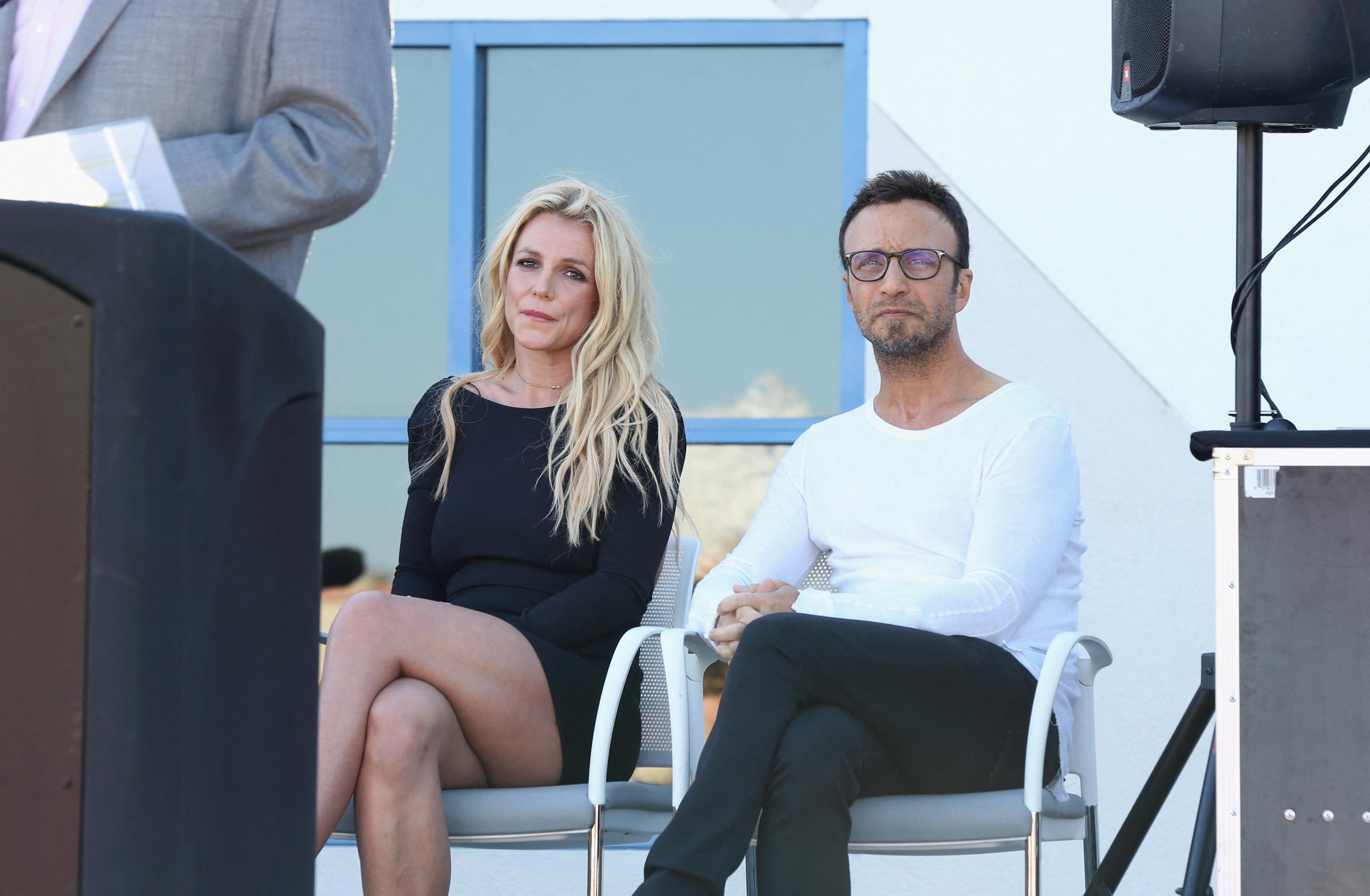 25 év után lemondott Britney Spears menedzsere, miután az énekesnő állítólag visszavonul