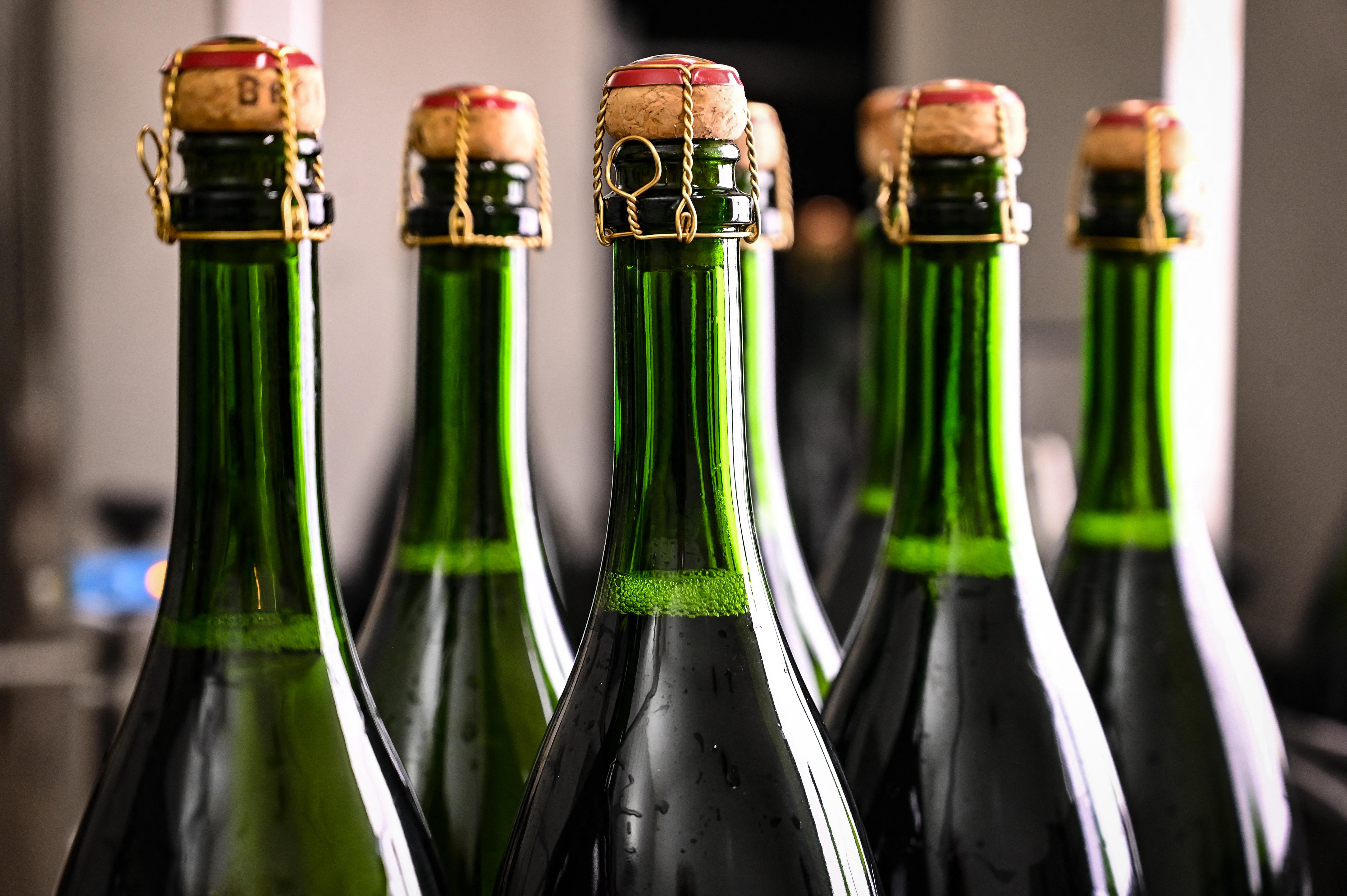 A francia hatóságok elképedtek az orosz törvényen, mely szerint ott csak az orosz gyártmányú pezsgőt lehet pezsgőnek hívni