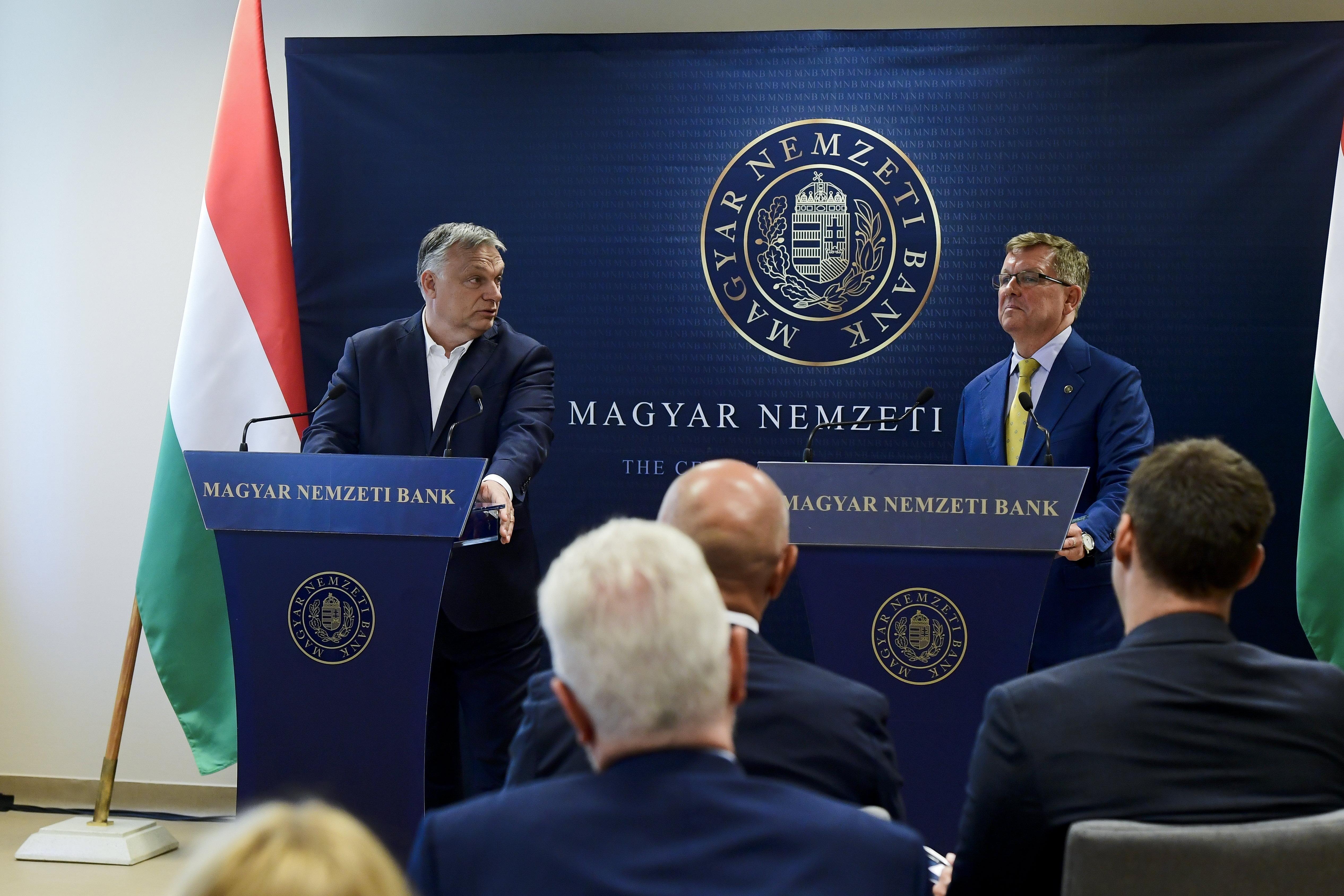"""""""Veszélyes idők jönnek, tartalékra van szükség"""", mondta Orbán, miután megtekintett 94,5 tonnányi aranytartalékot"""