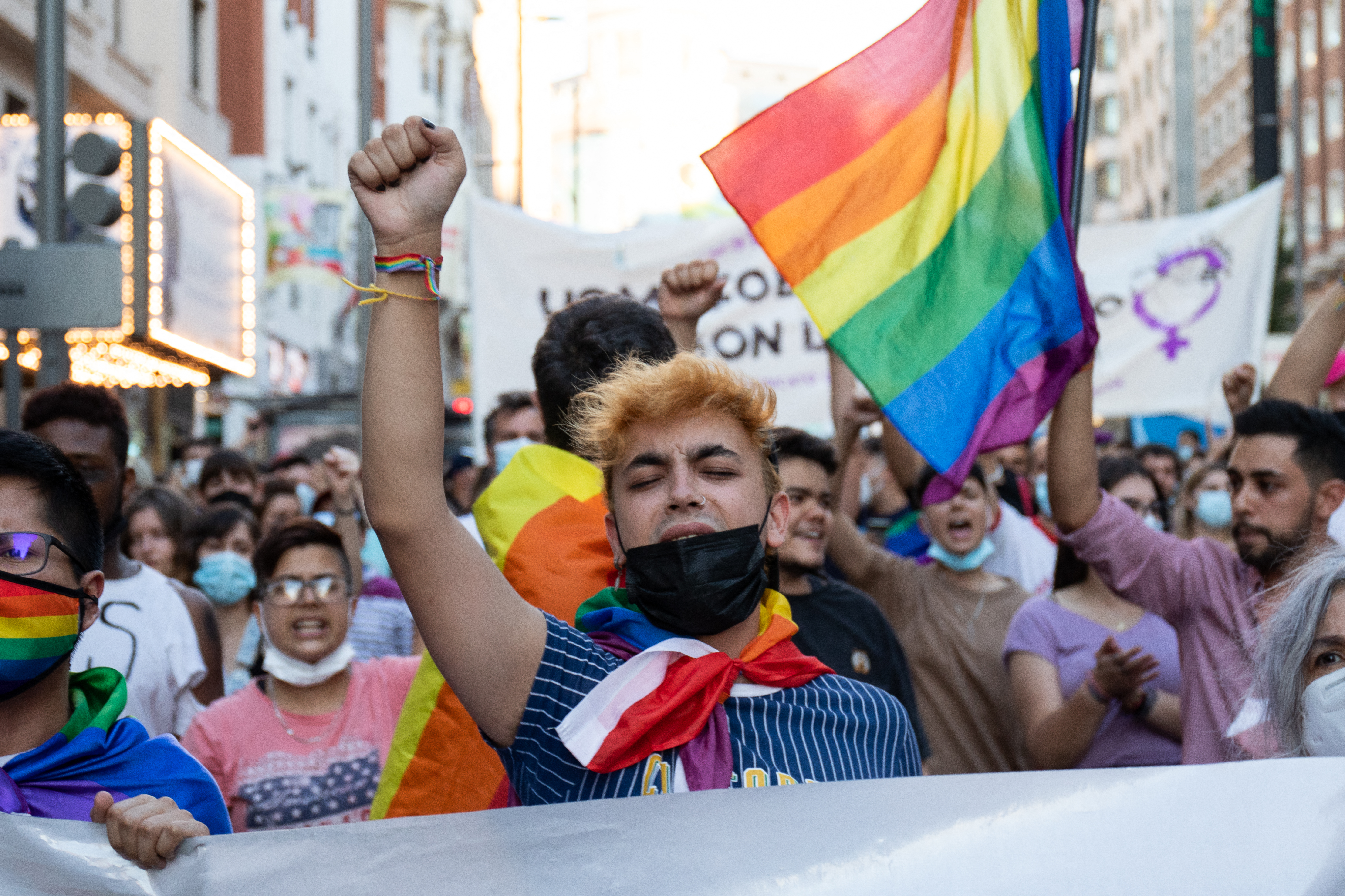 Ezrek tüntetnek Spanyolországban, miután az utcán vertek halálra egy meleg férfit