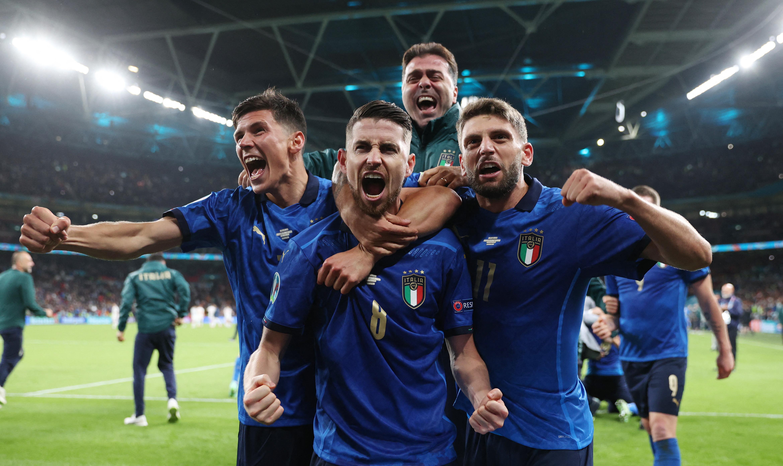 Tizenegyespárbaj után jutott Olaszország az Eb döntőjébe