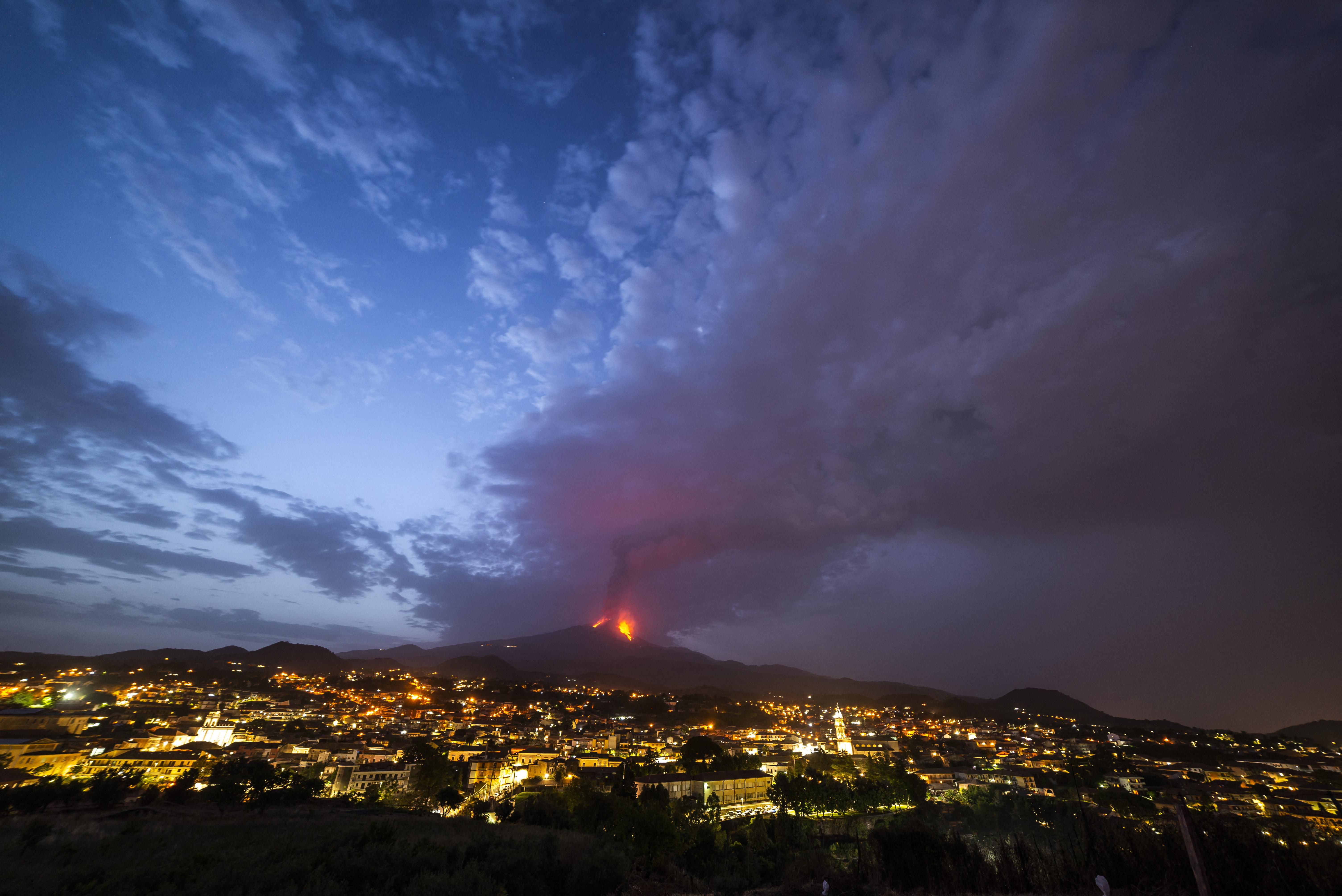 Megint kitört az Etna, Cataniát hamu lepte el
