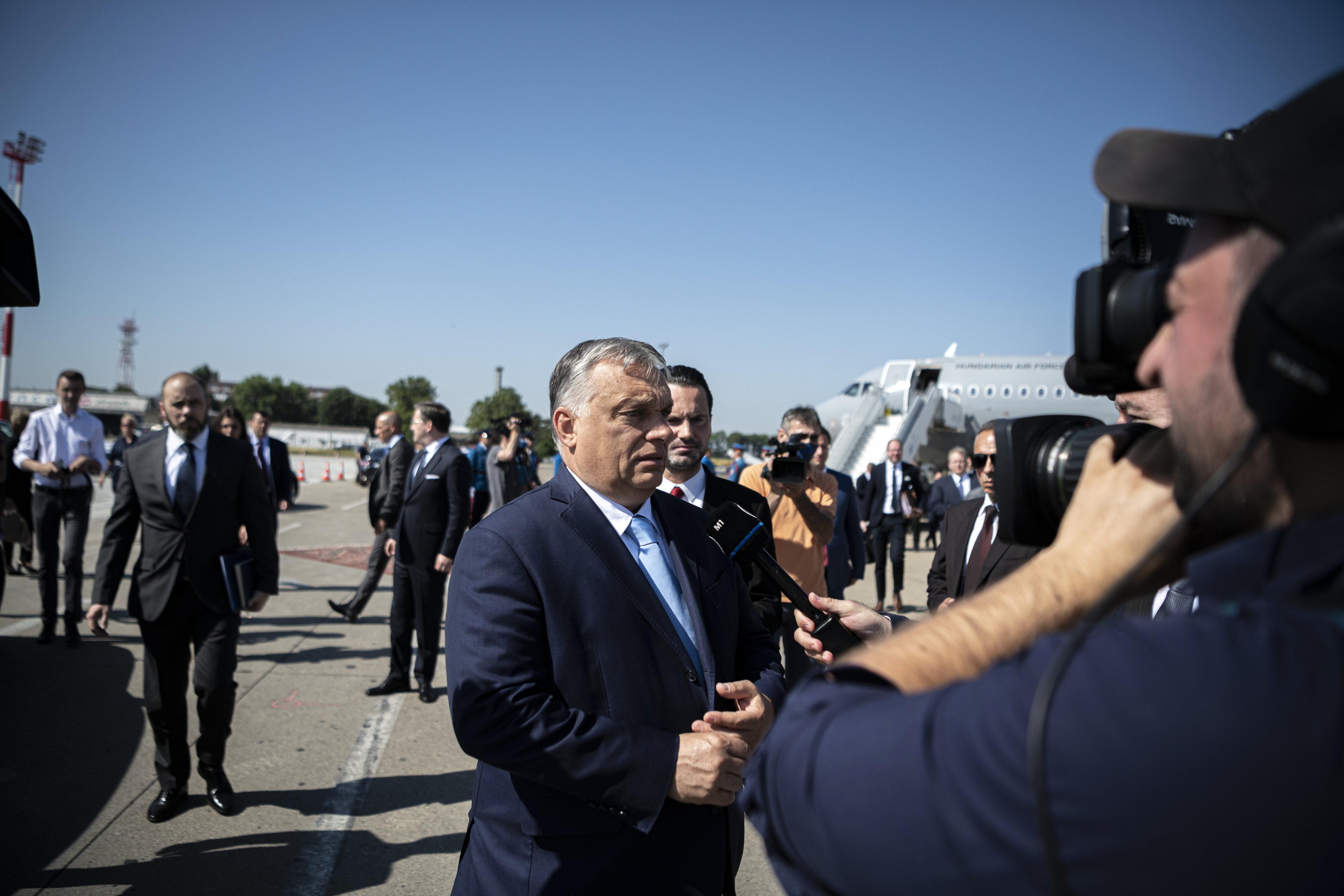 Orbán szerint Brüsszel azt akarja, hogy az LMBTQ-aktivistákat beengedjük az iskolákba és az óvodákba