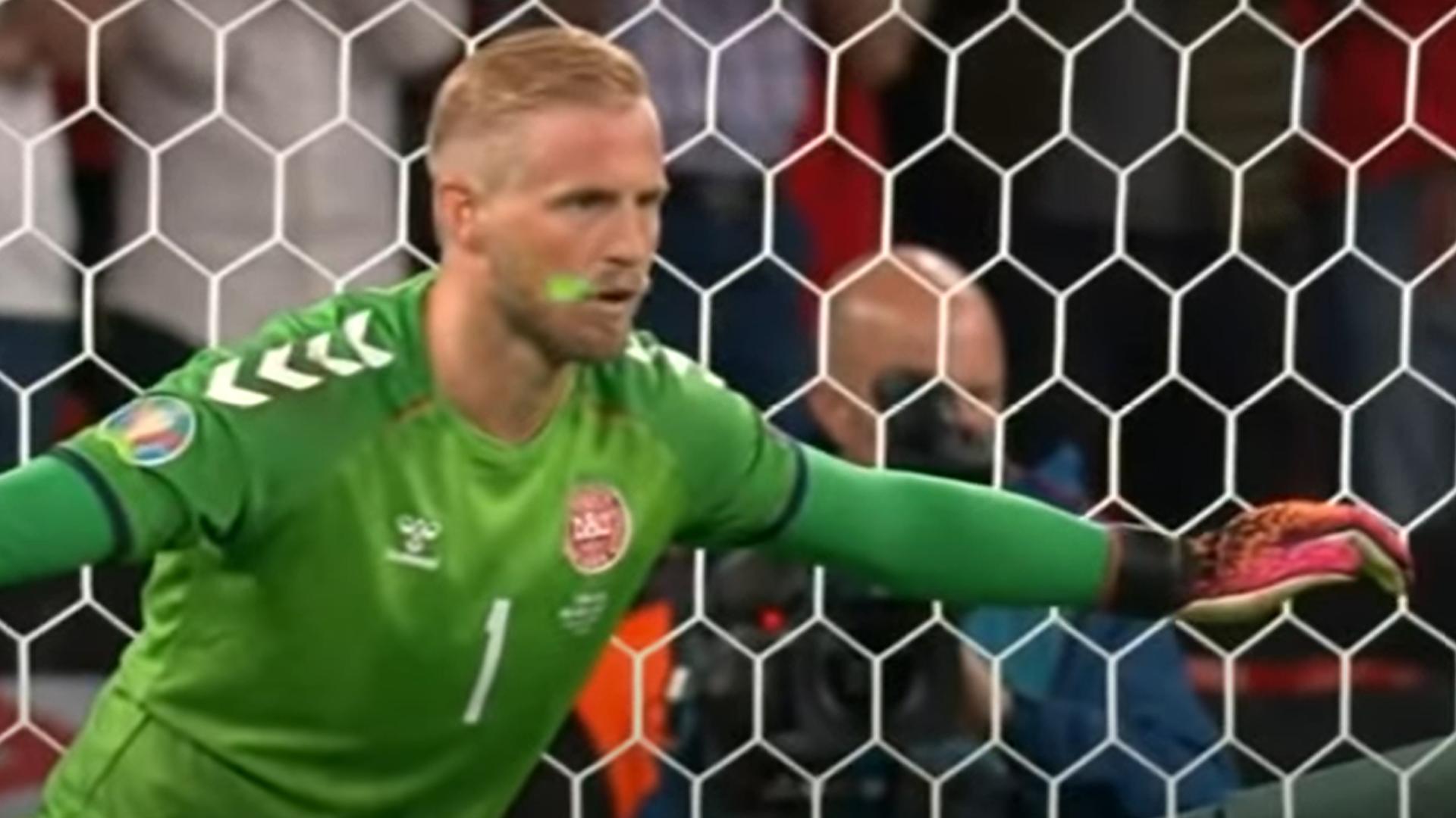 Az UEFA vizsgálatot indított Anglia ellen Schmeichel arcbalézerezése miatt