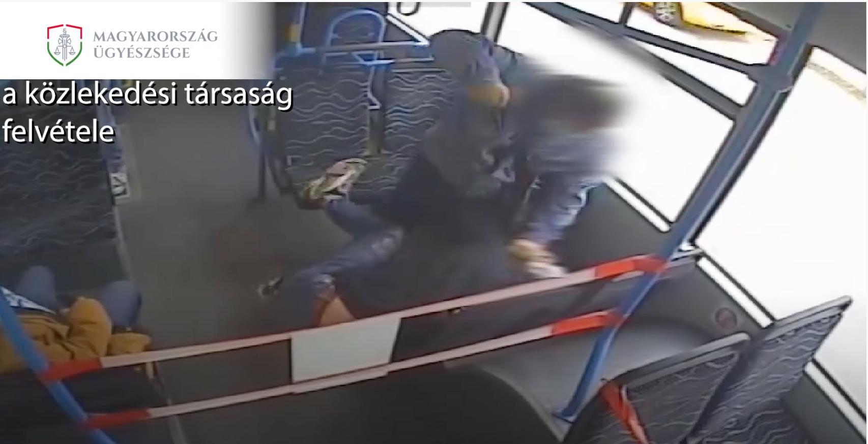 Bíróság elé áll a férfi, aki megvert egy utast egy csepeli buszon, amiért szabálytalanul viselte a maszkot