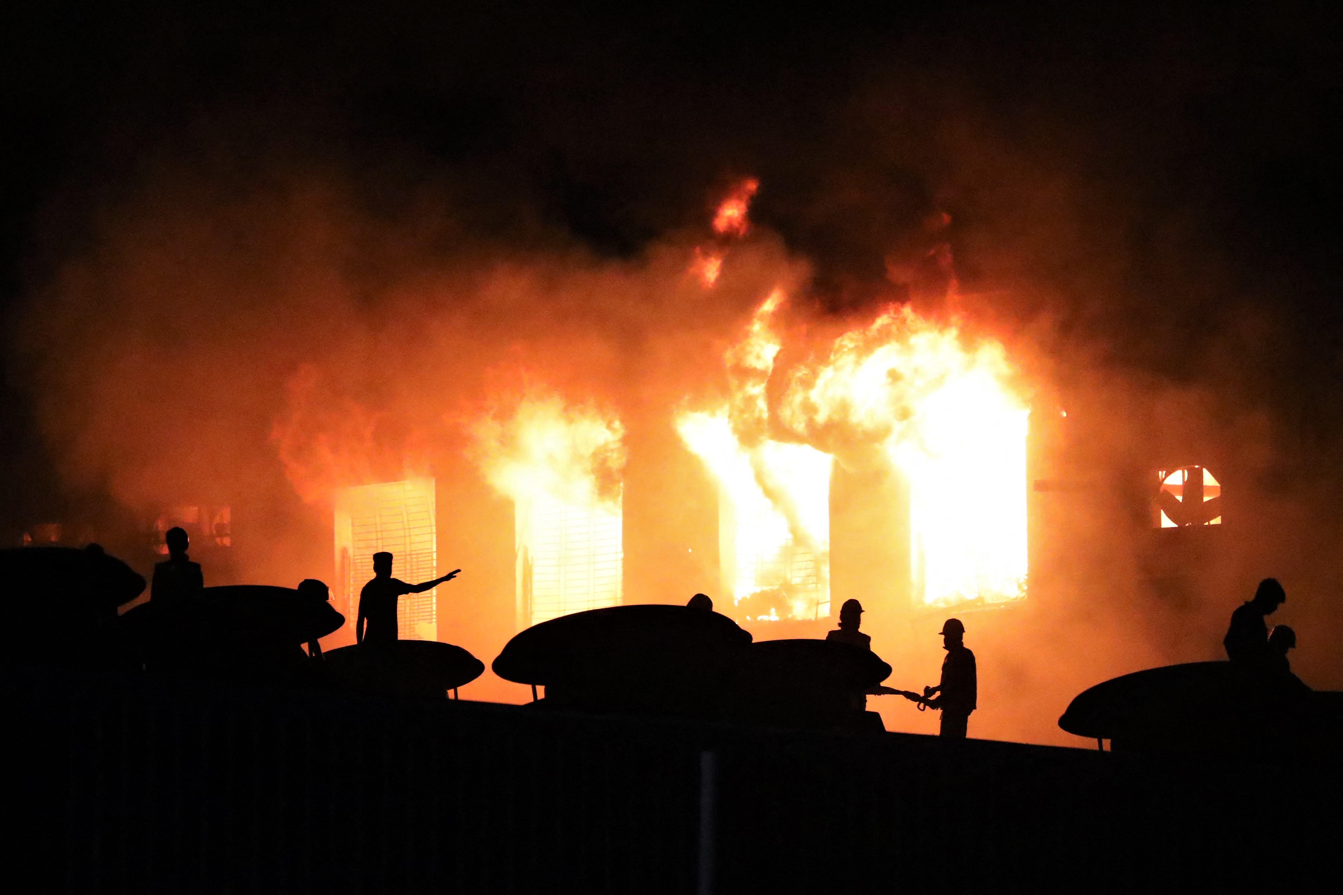 Legalább 52-en vesztették életüket egy kigyulladt bangladesi gyárban