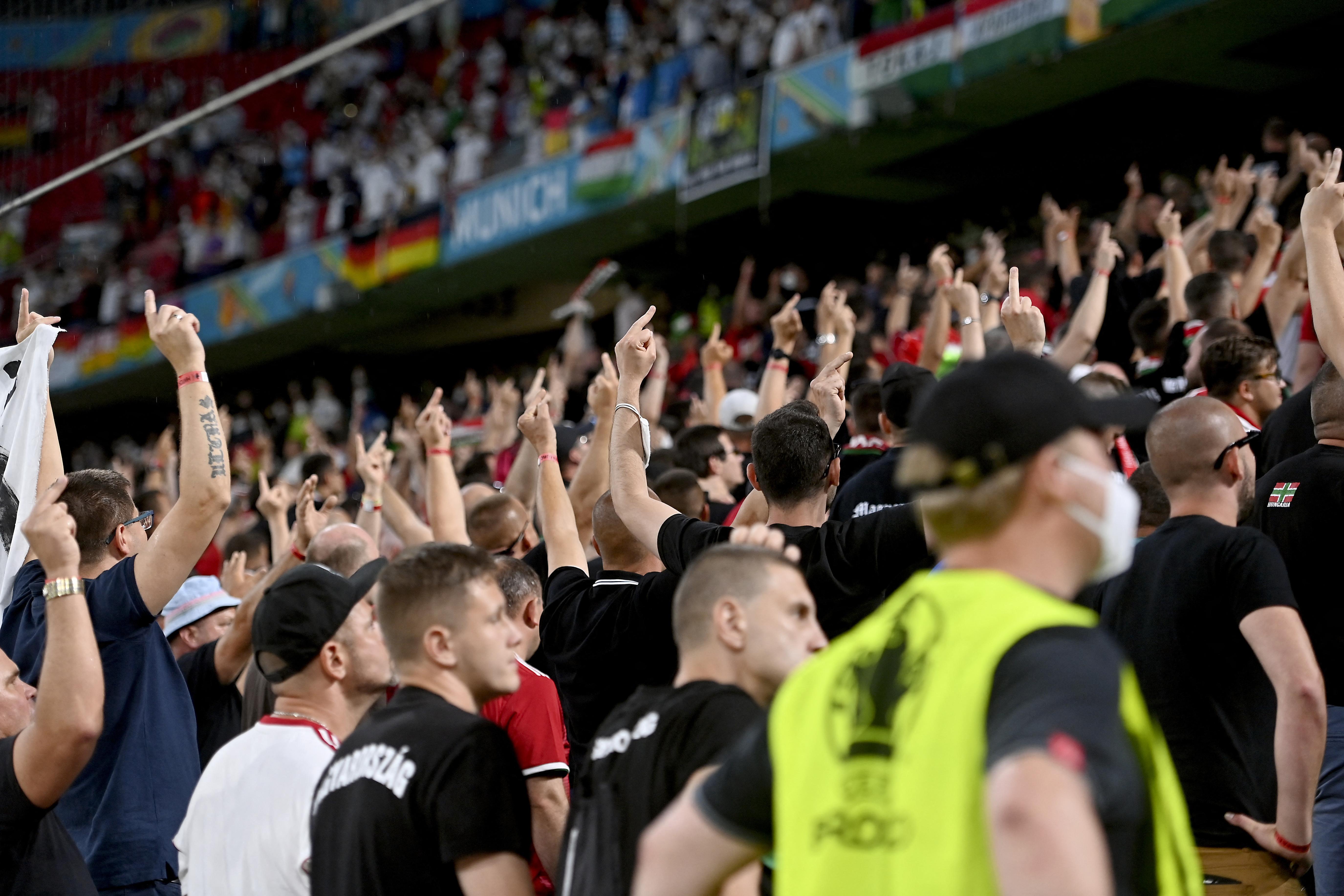 A mostani már a negyedik alkalom, amikor a szurkolók viselkedése miatt zártkapus meccsel büntetik a magyar válogatottat