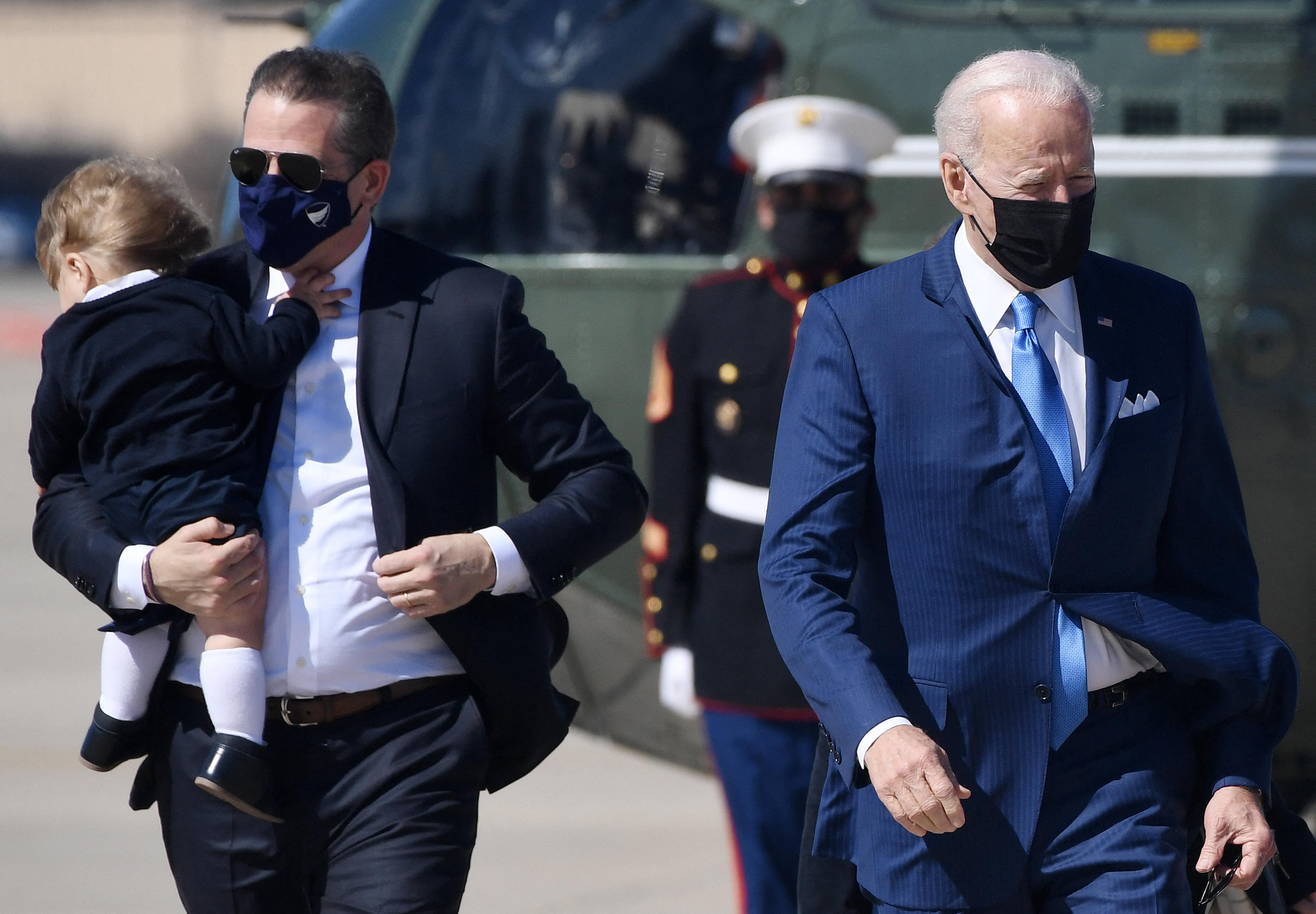 Titkolja a Fehér Ház, kik fizetnek vagyonokat Hunter Biden festményeiért