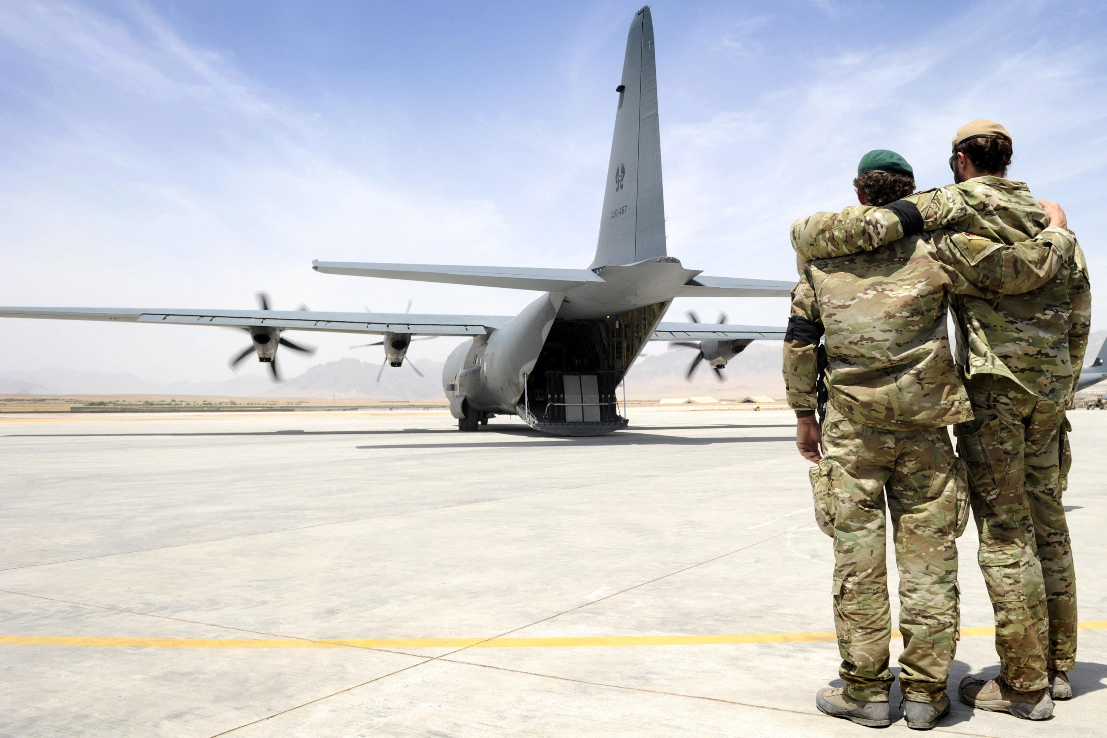 A kormány vizsgálja, hogyan tud segíteni azokon, akik tolmácsként vagy máshogy dolgoztak a magyar csapatoknak Afganisztánban
