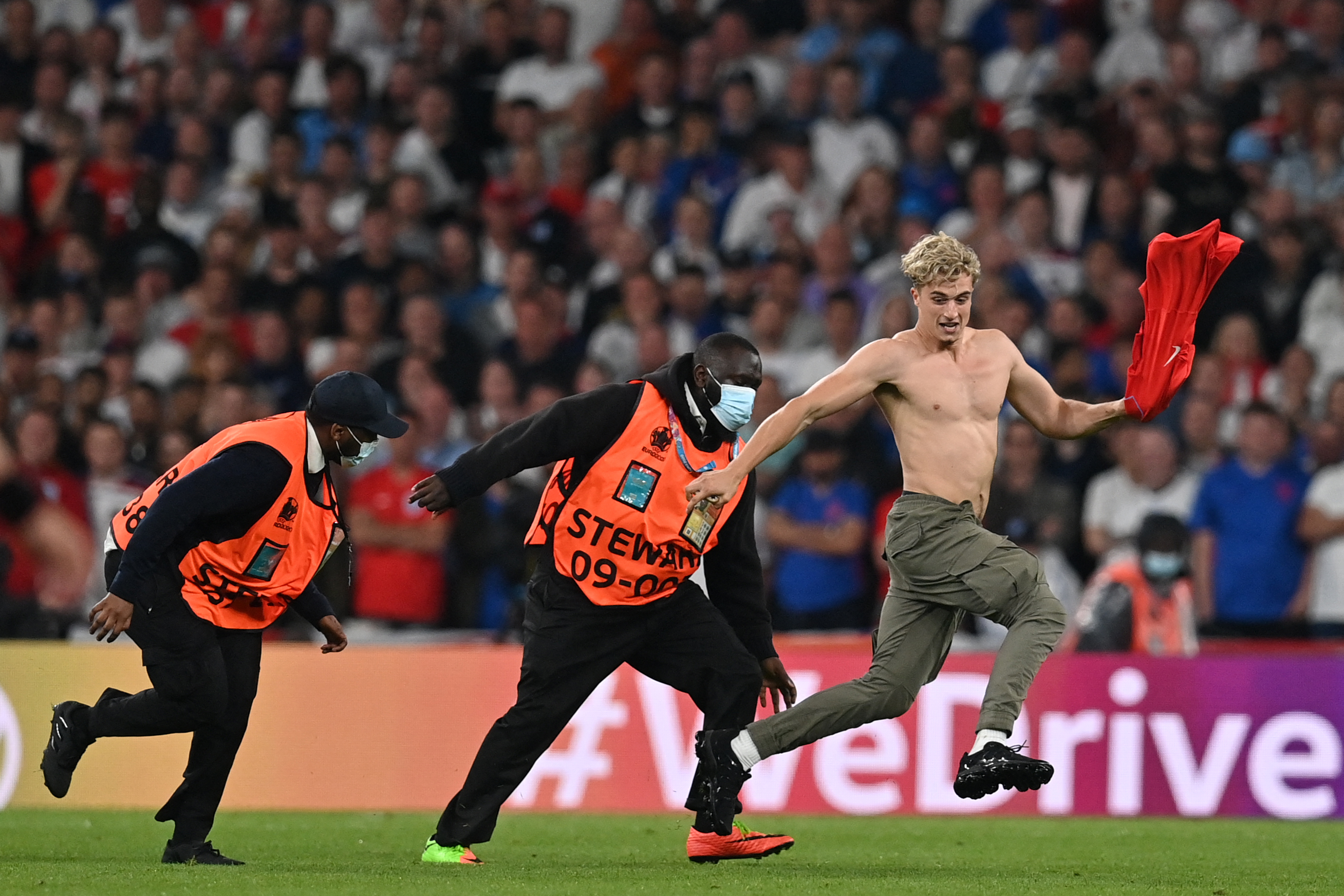 Az UEFA fegyelmi eljárást indított az angol szövetség ellen a foci-Eb-döntő miatt