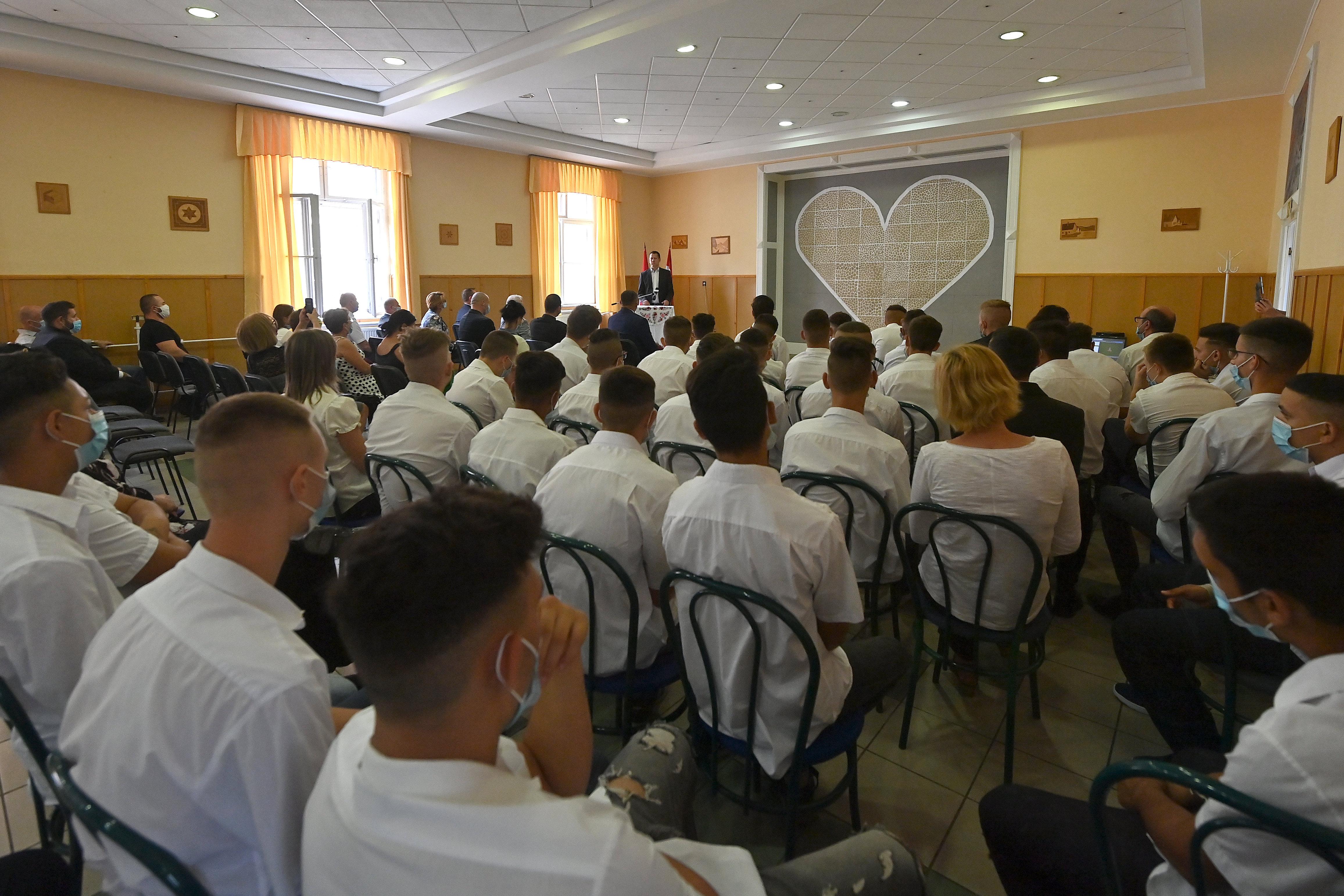 A kormány és az egyház után az ügyészségről is lepattantak a kalocsai gyerekbántalmazási ügyek