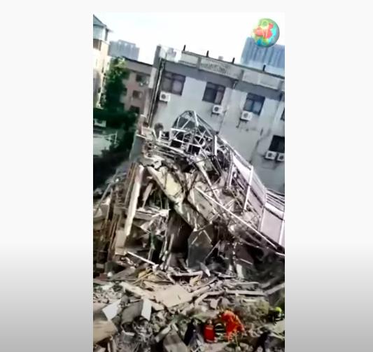 Összeomlott egy hotel Kínában, többen meghaltak