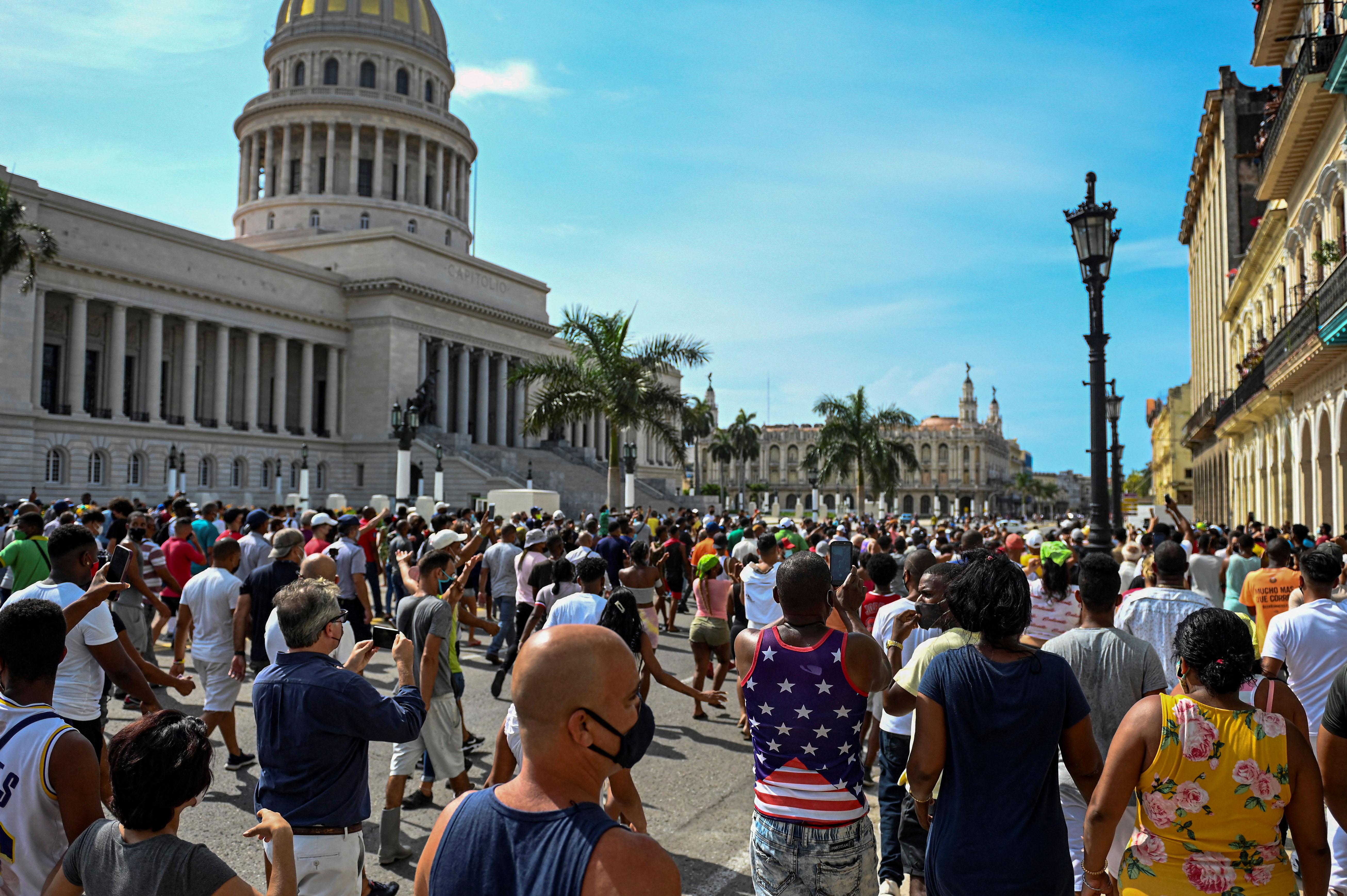 Kubában a kormány kilőtte a közösségi médiát, hogy akadályozzák a diktatúraellenes tüntetéseket