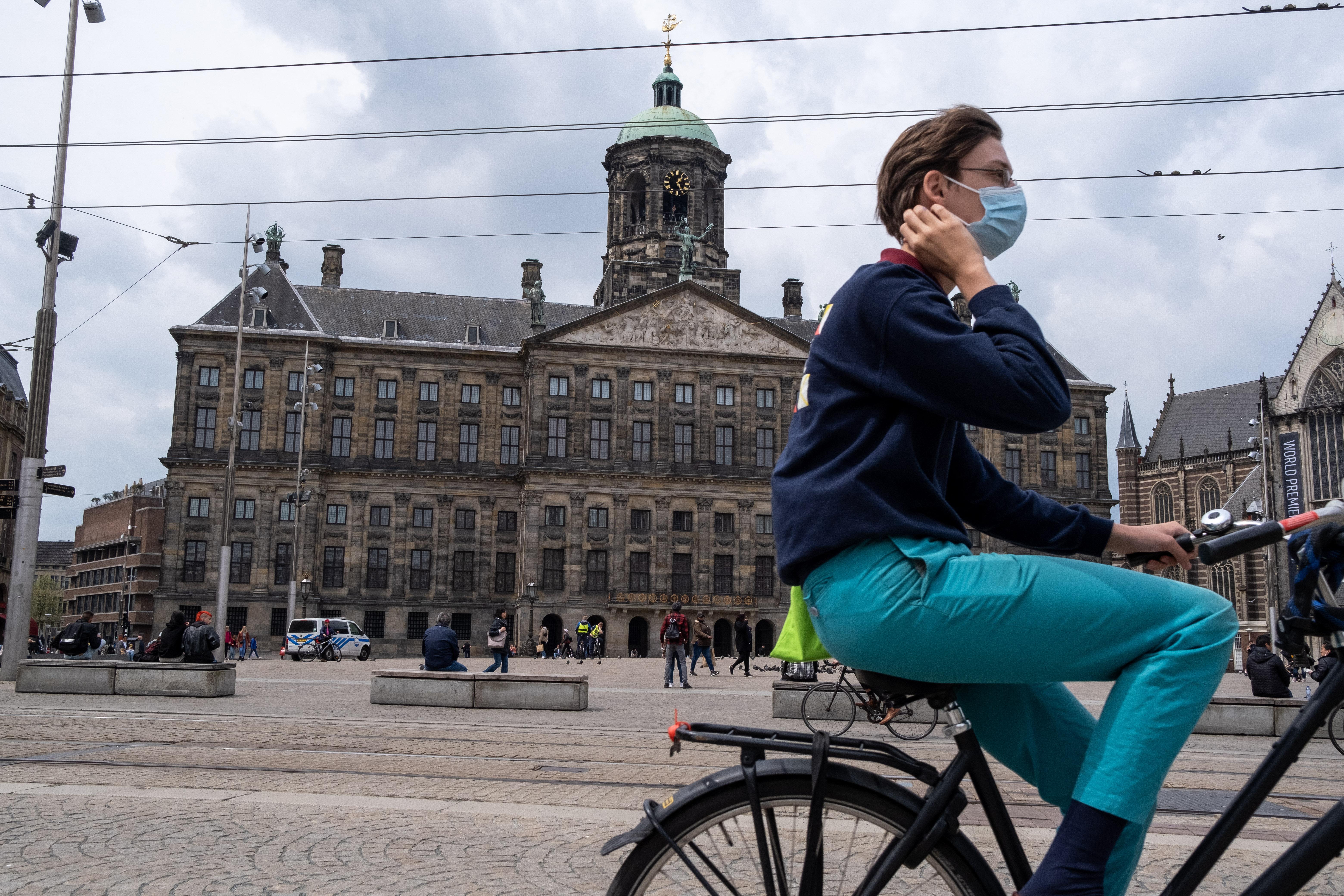 A holland kormány azt kéri, aki teheti, álljon vissza az otthoni munkavégzésre