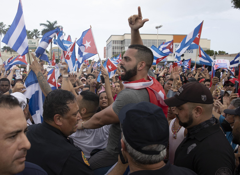 Több mint ötezer embert tartóztattak le Kubában