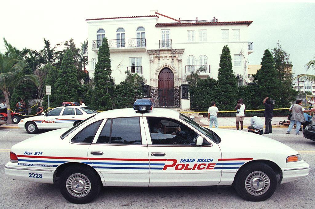 Két férfi holttestét találták meg a Versace-házban