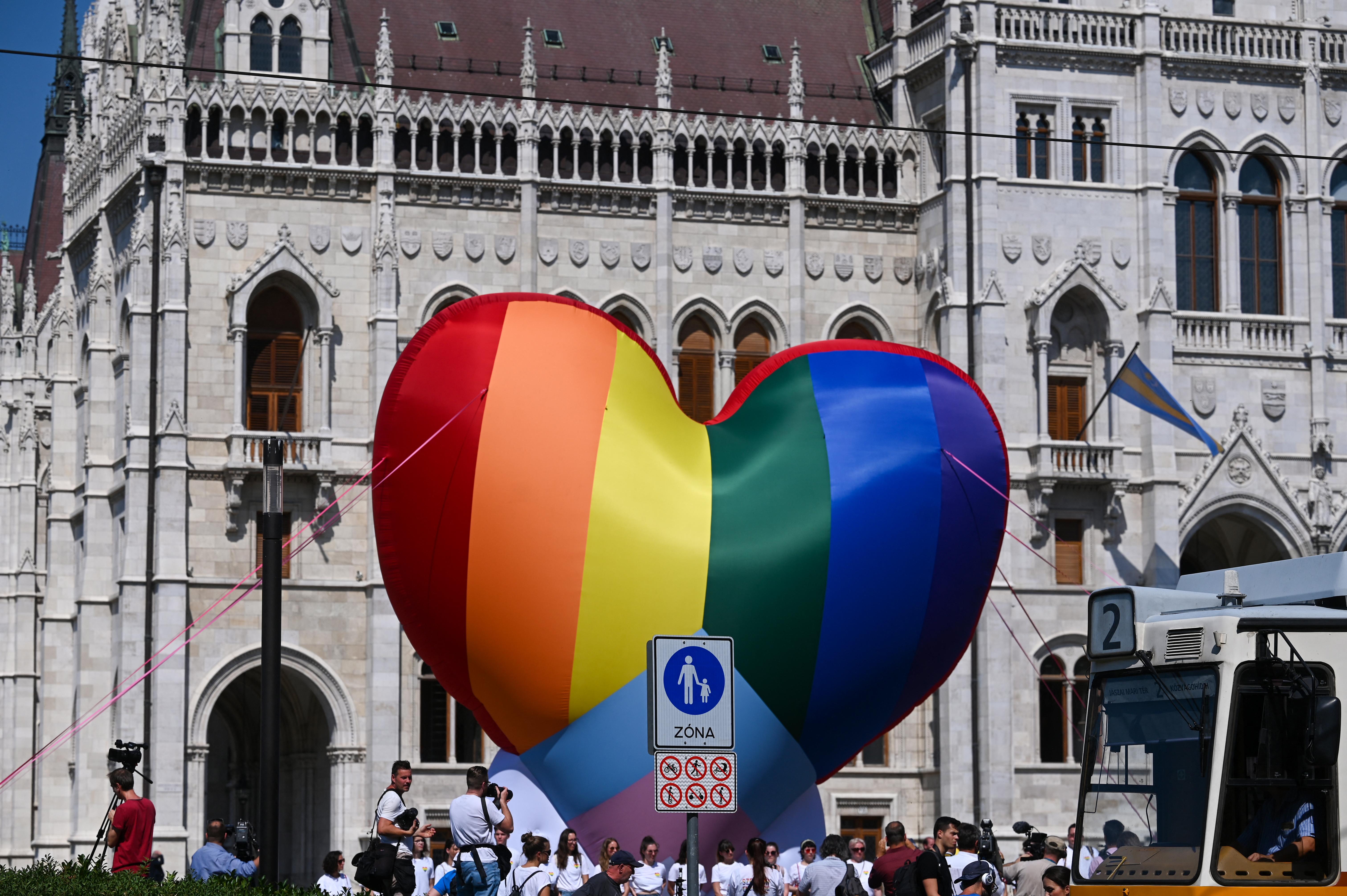 Jogsértési eljárás indult Magyarországgal szemben a homofób módosítókkal teleírt pedofiltörvény miatt