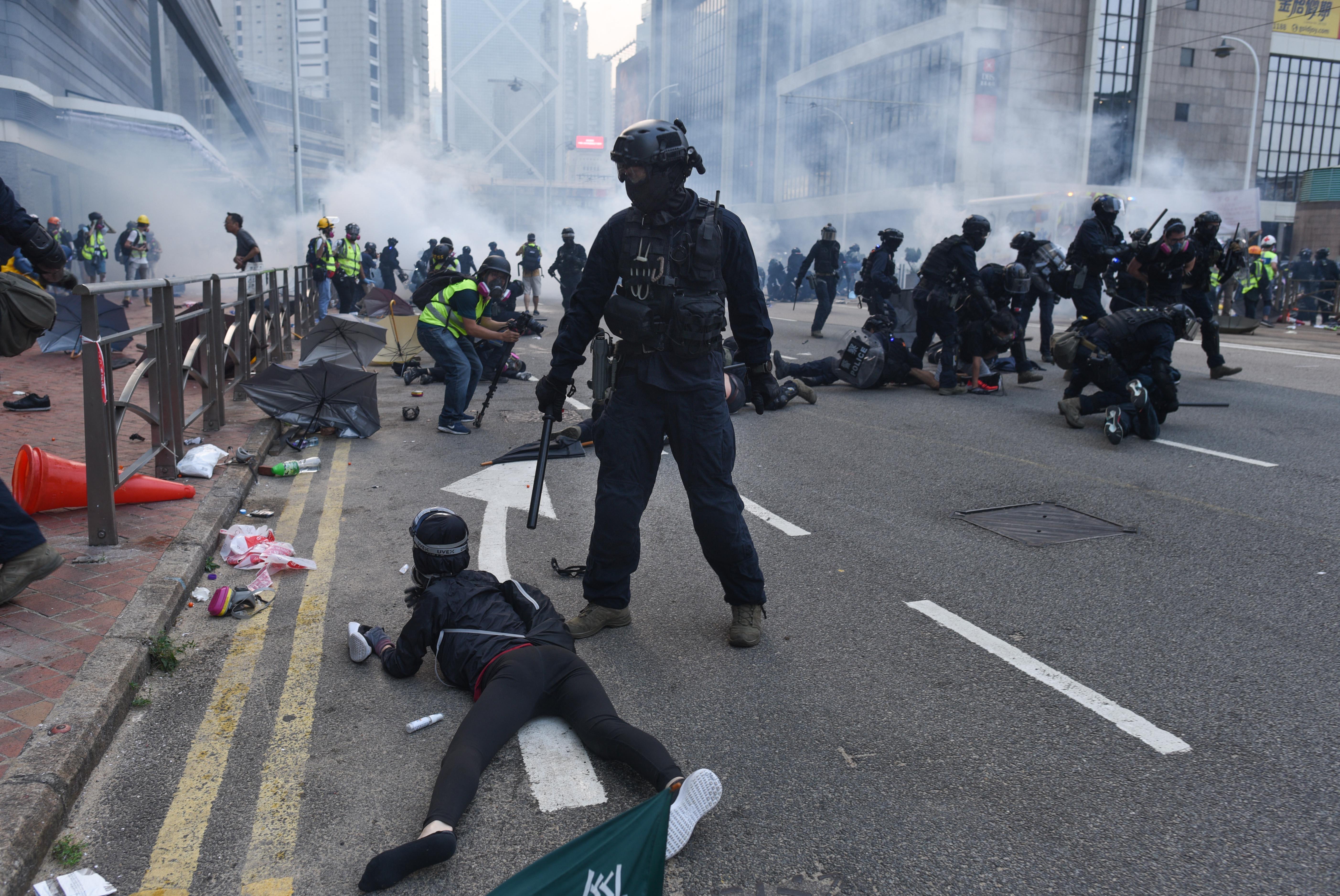 Börtönre ítéltek hét hongkongi aktivistát