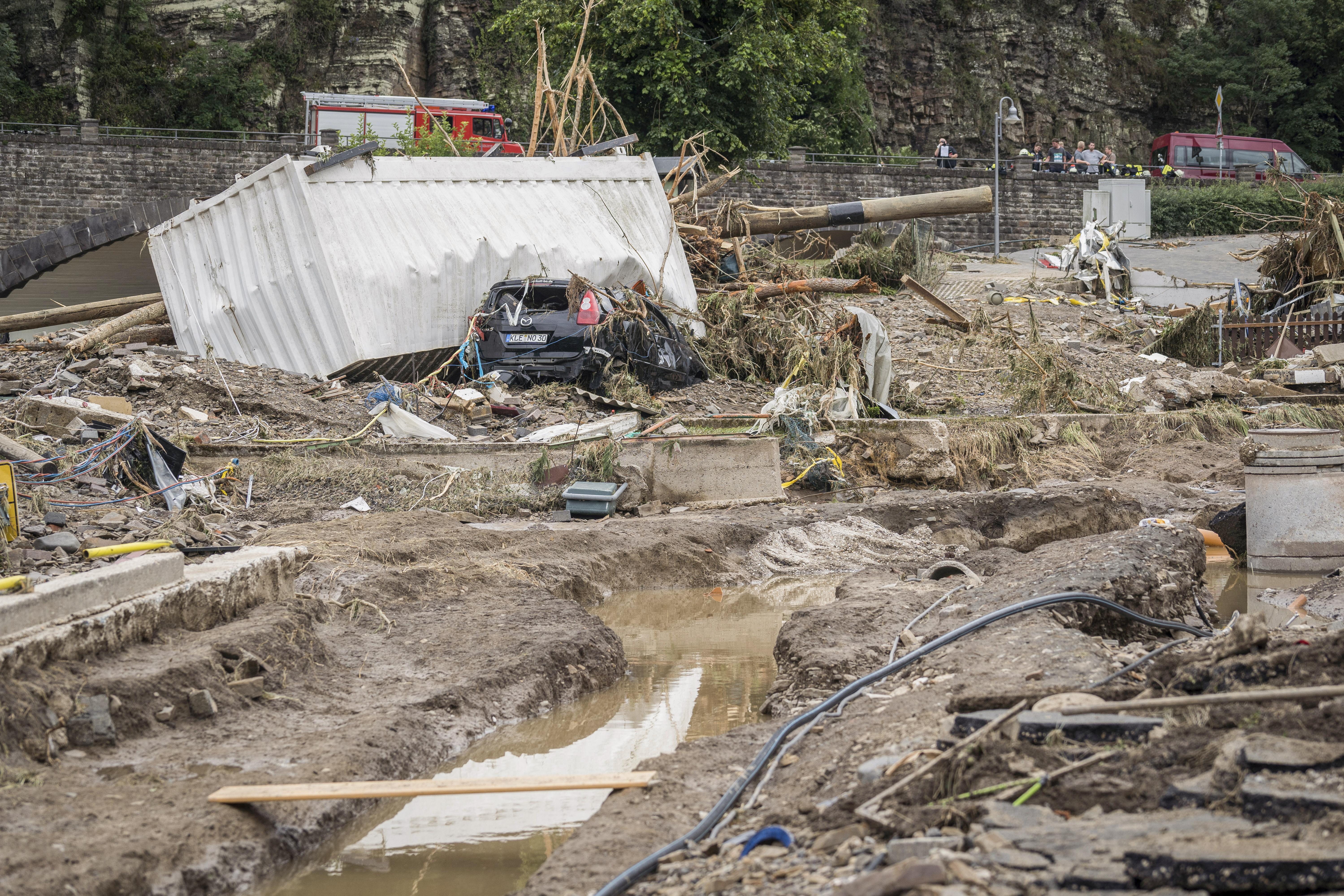 A Pesti TV riportere szerint a halálos áldozatokkal járó áradások Isten egyértelmű jelzései a nyugati országok számára a szivárványjelképének meggyalázása miatt