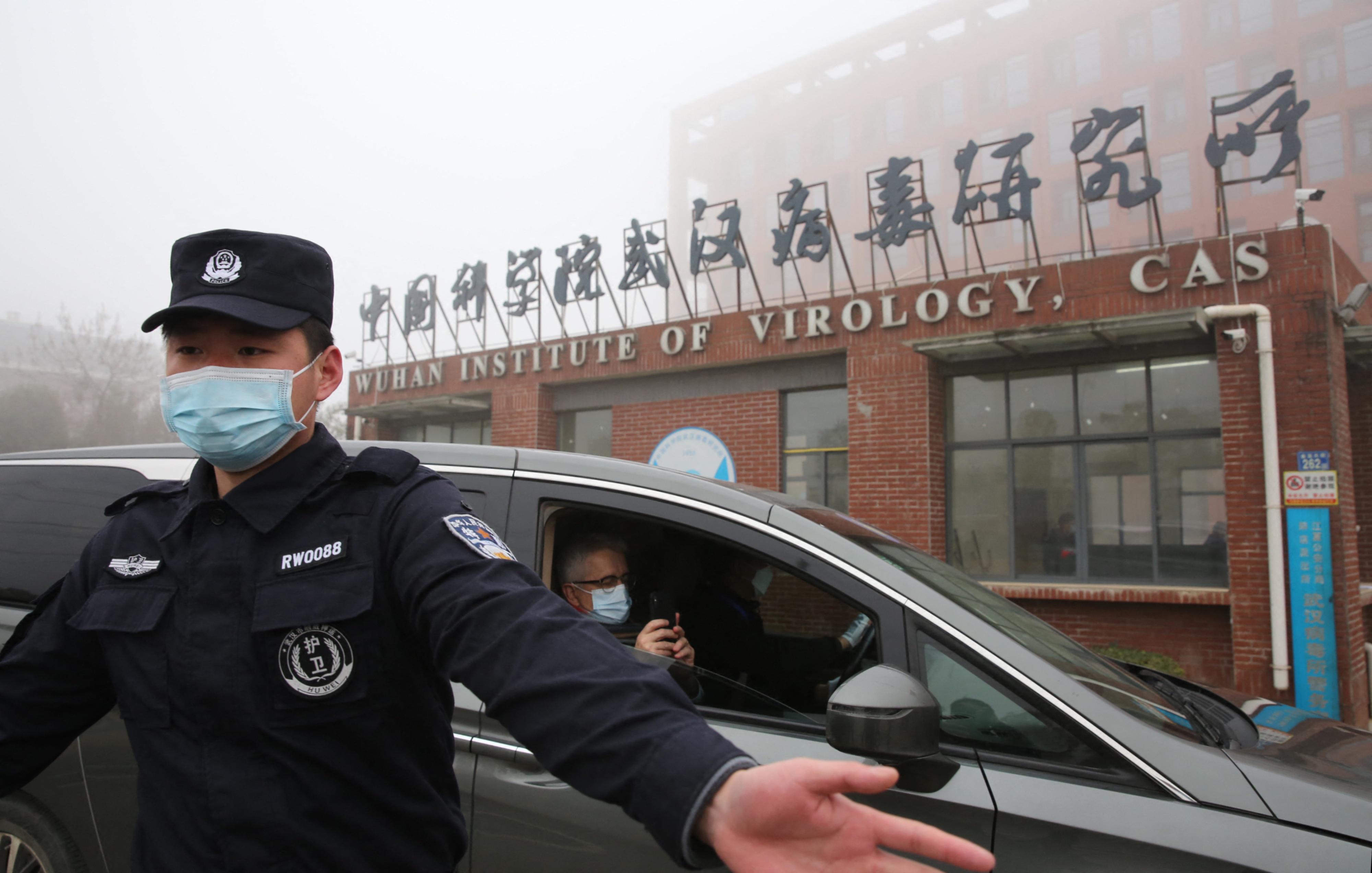 A WHO vezetője szerint túl korán vetették el az elméletet, hogy a kínai laborból szabadult ki a koronavírus