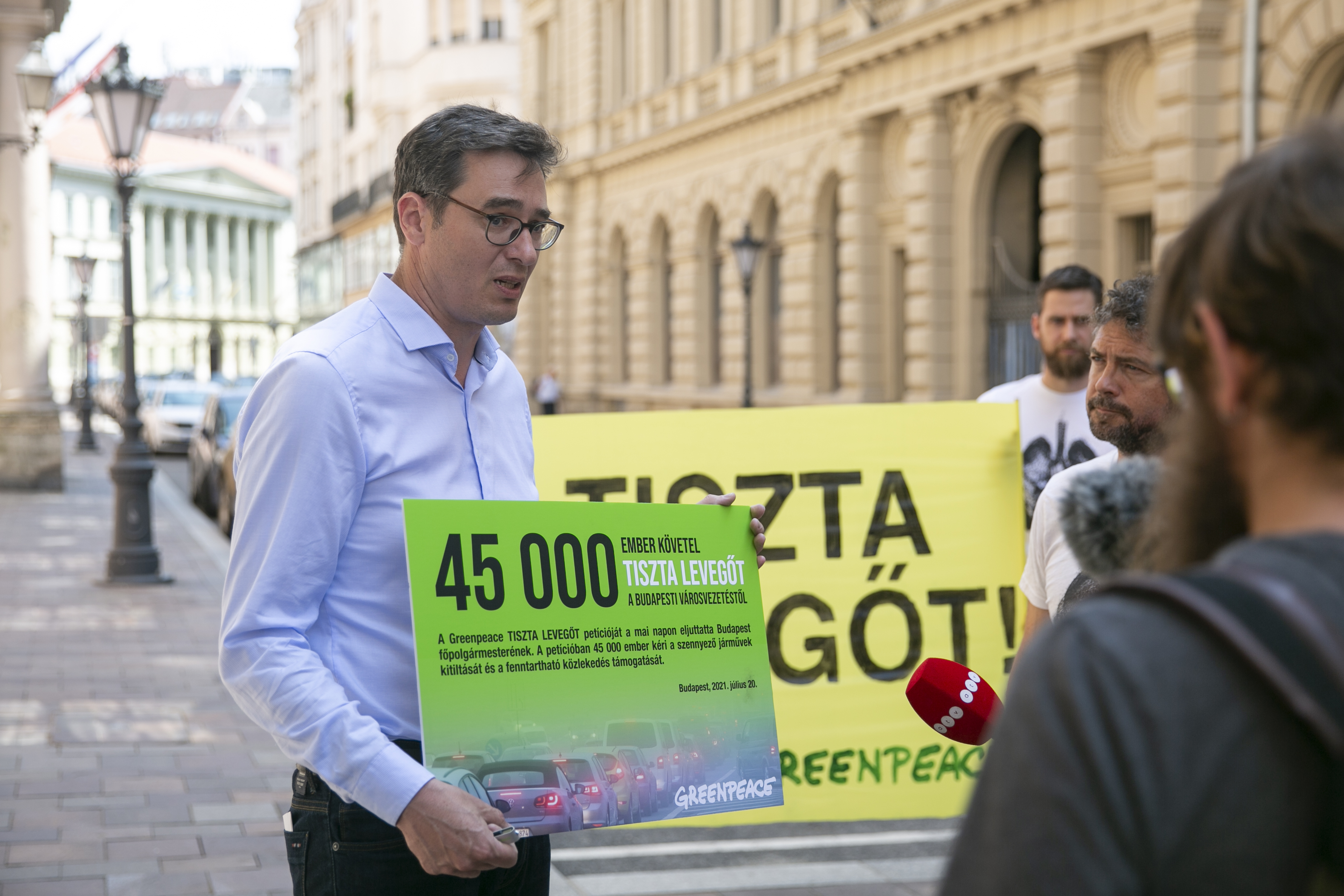 A Levegő Munkacsoport azt kéri Karácsony Gergelytől, hogy már jövőre kezdje el kitiltani a dízel autókat Budapestről