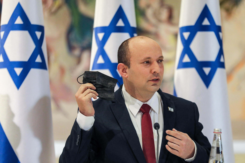 Izraeli miniszterelnök: Az oltás önmagában nem nyújt elég védelmet a maszkok viselése nélkül