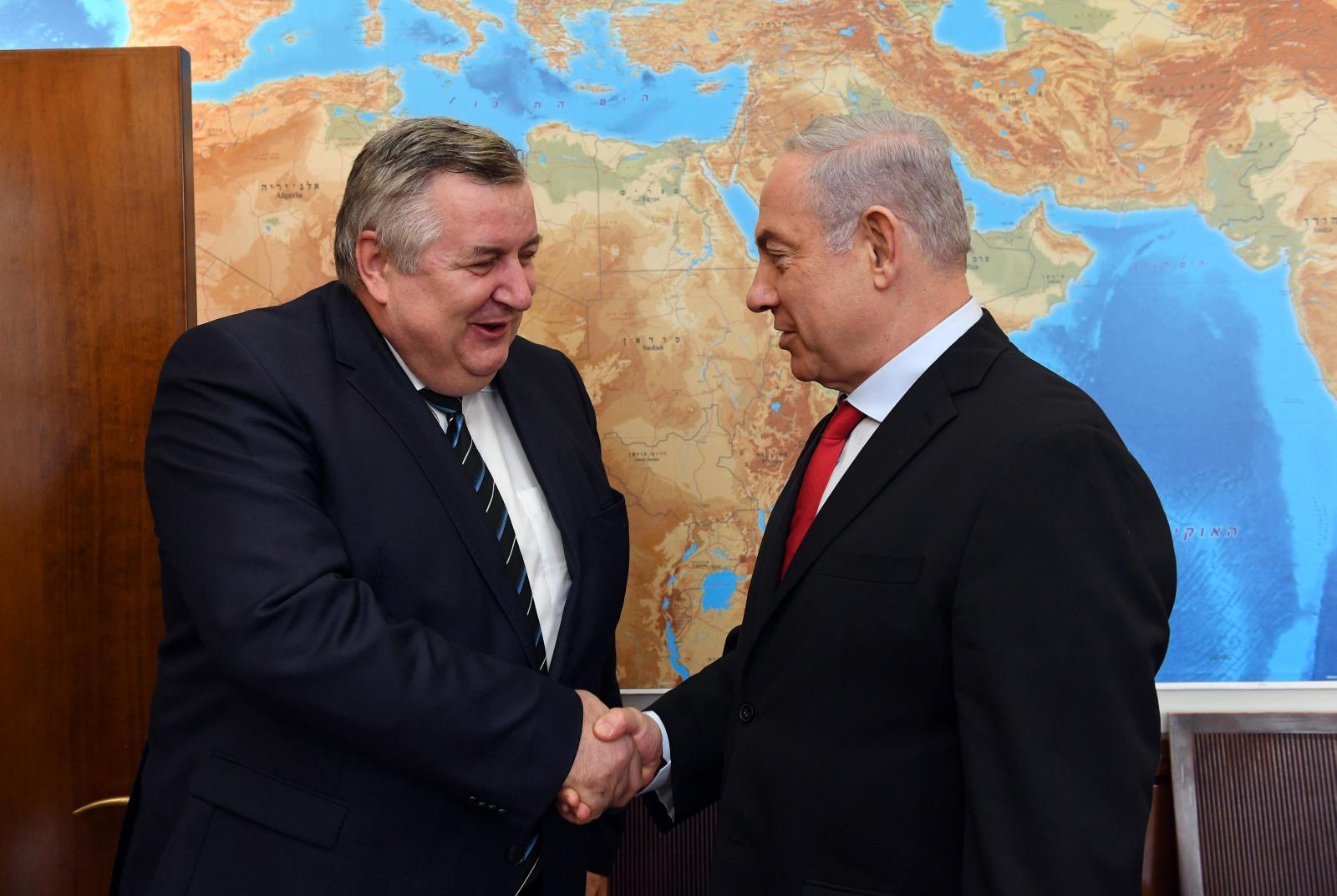 Véletlen egybeesés, vagy Orbán kedvenc kémje tárgyalt az izraeli kémszoftver megszerzéséről?
