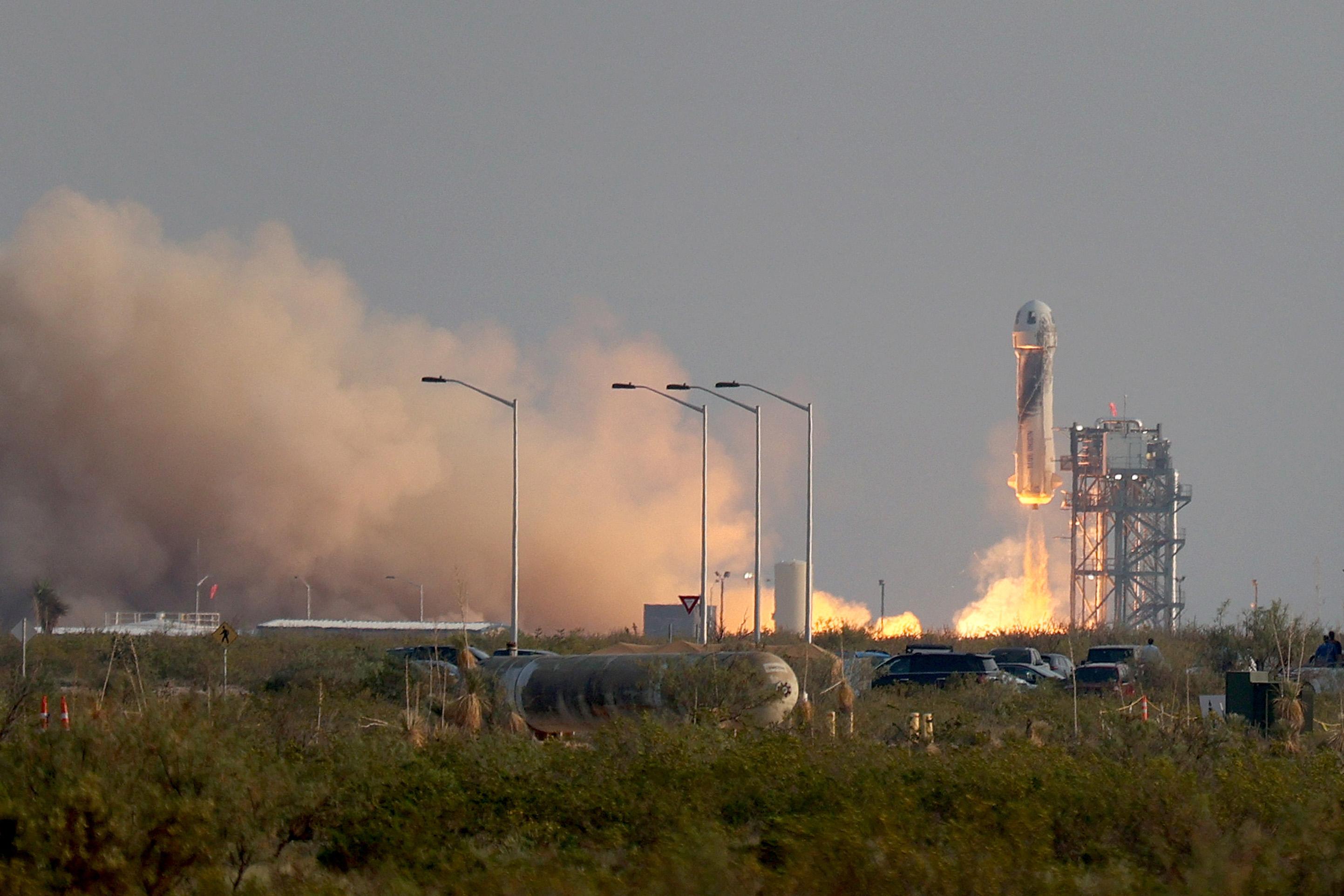 A világ leggazdagabb embere kiruccant tíz percre az űrbe a saját rakétáján