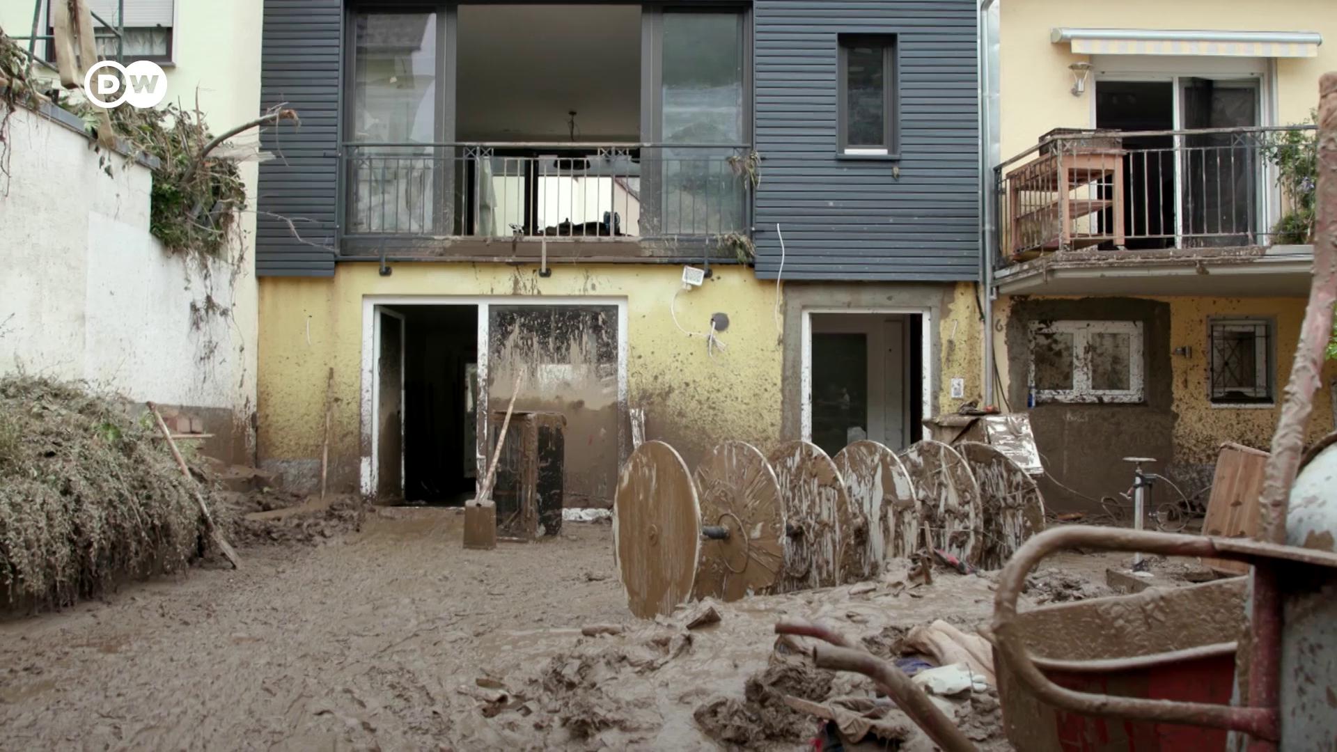 Zajlik a romeltakarítás Németországban a halálos áldozatokat követelő áradások után