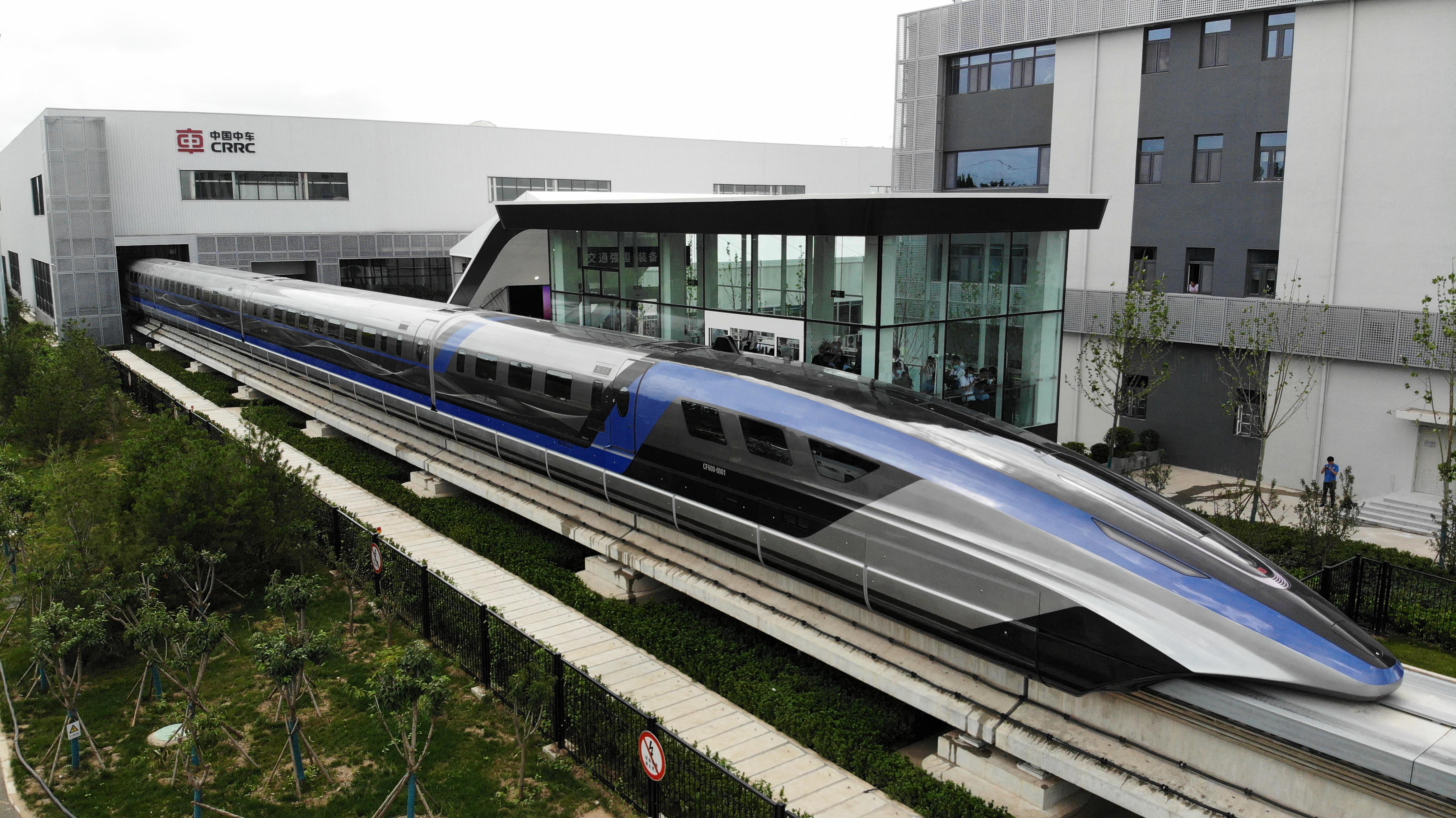Kínában bemutatták a világ leggyorsabb vonatát