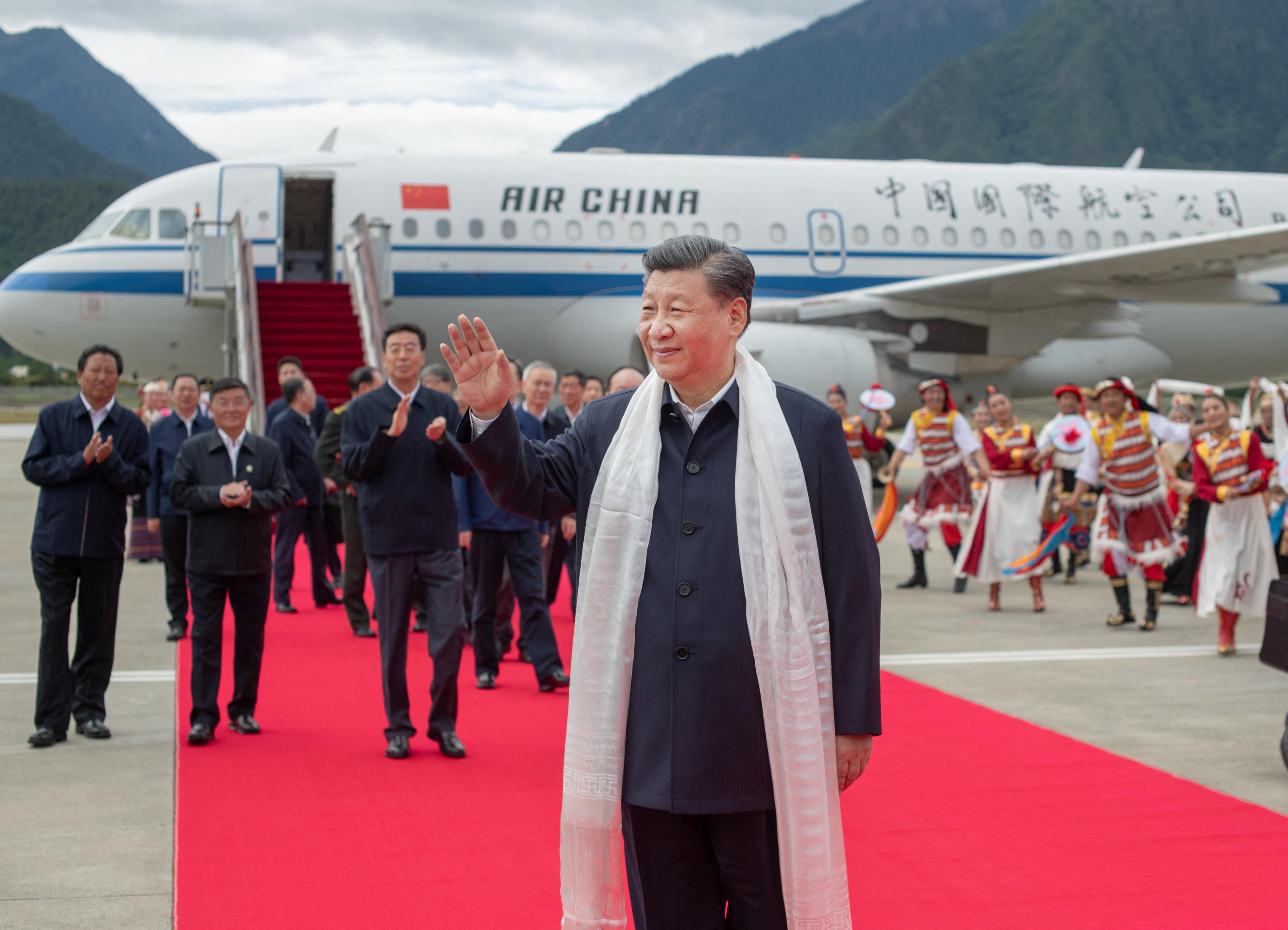 Tibet megszállásának 70. évfordulójára Tibetbe utazott Hszi Csin-ping