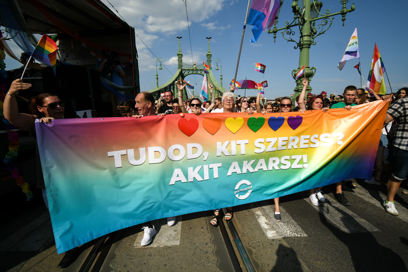 A Fővám térnél találkozott össze a Pride a maroknyi ellentüntetővel