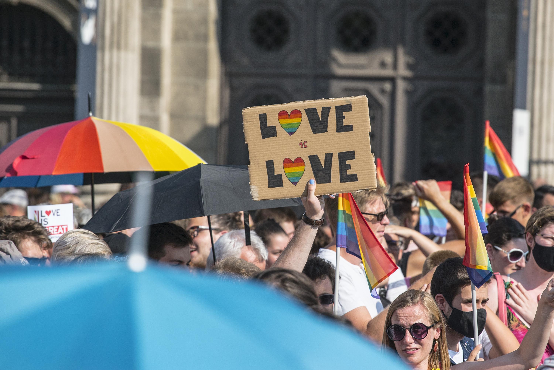 Publicus: a magyarok közel harmada szerint lehetséges, hogy valaki azért lesz homoszexuális, mert ilyen tartalommal találkozik