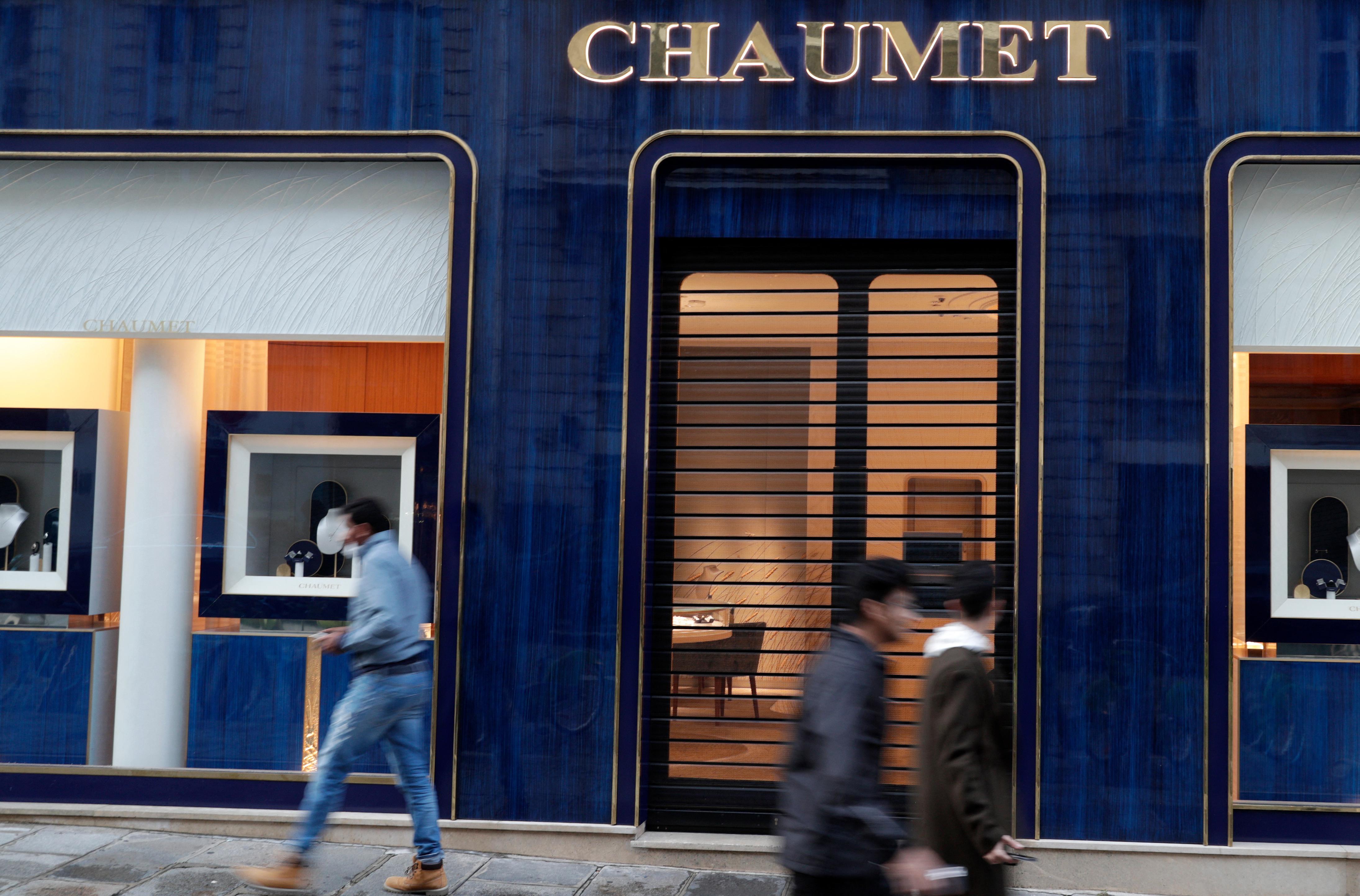 Párizs egyik legrégebbi ékszerboltját kipakolta egy rolleres rabló