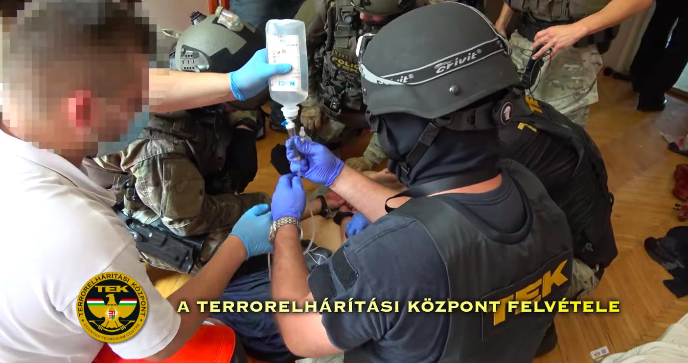 Feljelentették a terrorelhárítókat a pszichés beteg miatt, akit saját otthonában terítettek le
