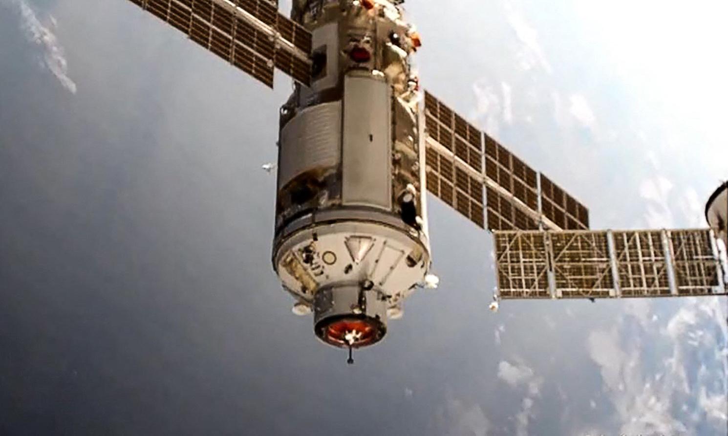 45 fokkal elmozdult a Nemzetközi Űrállomás, miután váratlanul működésbe léptek az orosz egység hajtóművei