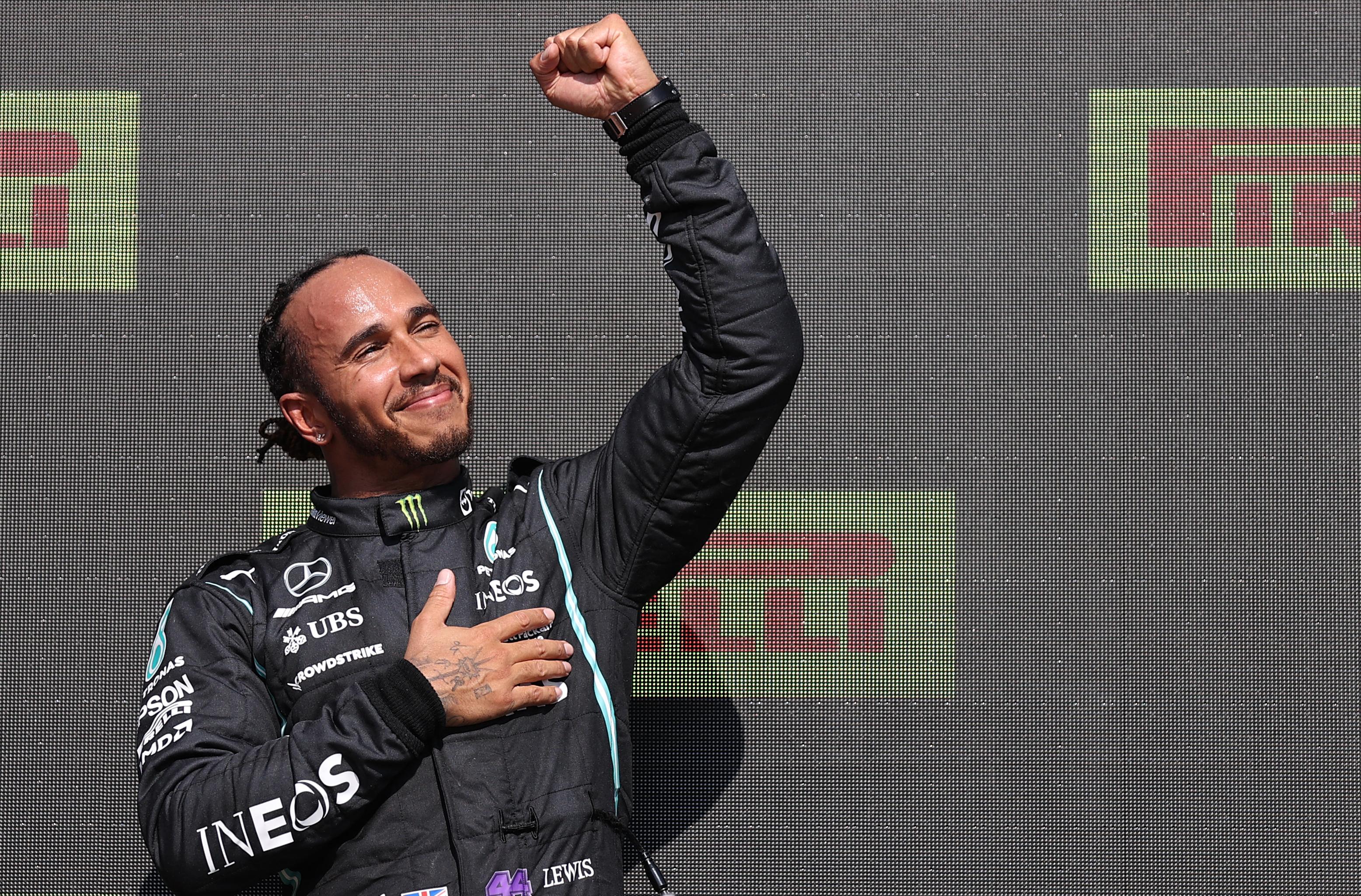 Sporttörténelem: Lewis Hamilton a Forma-1 történetének első századosa