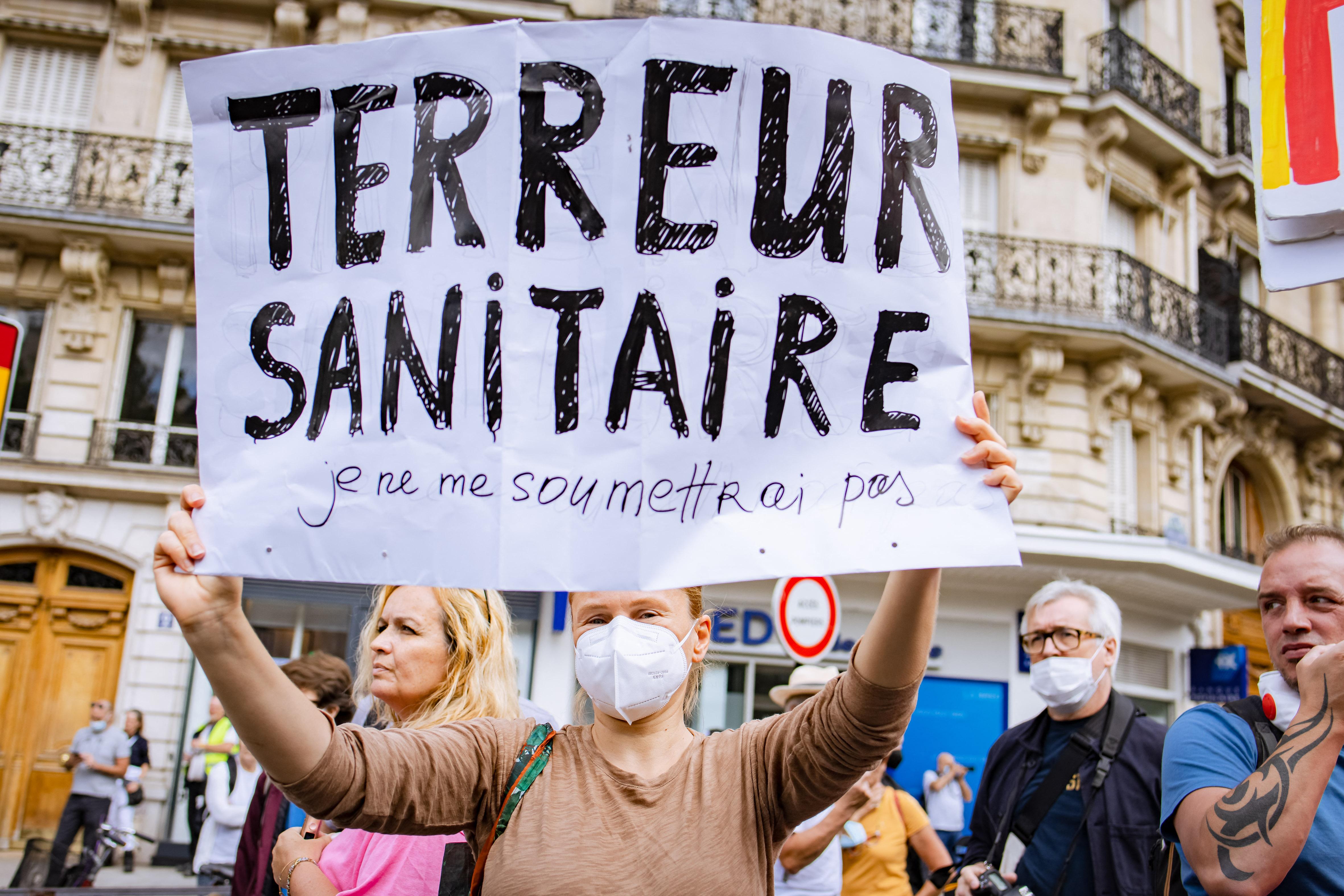 A vakcinakorlátozások ellen tiltakoznak Franciaországban
