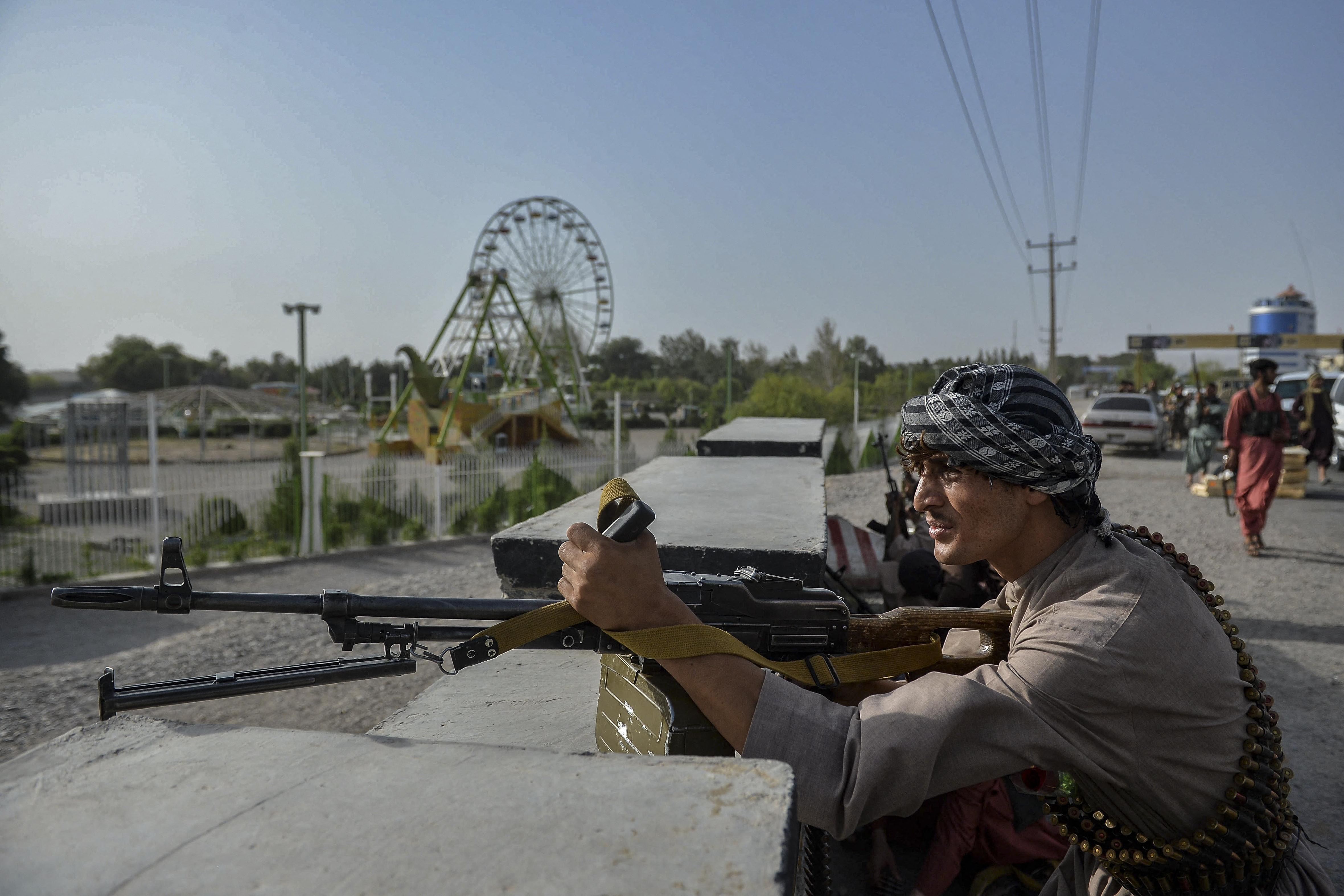 Nagy erőkkel ostromolnak egy afgán tartományi fővárost a tálibok