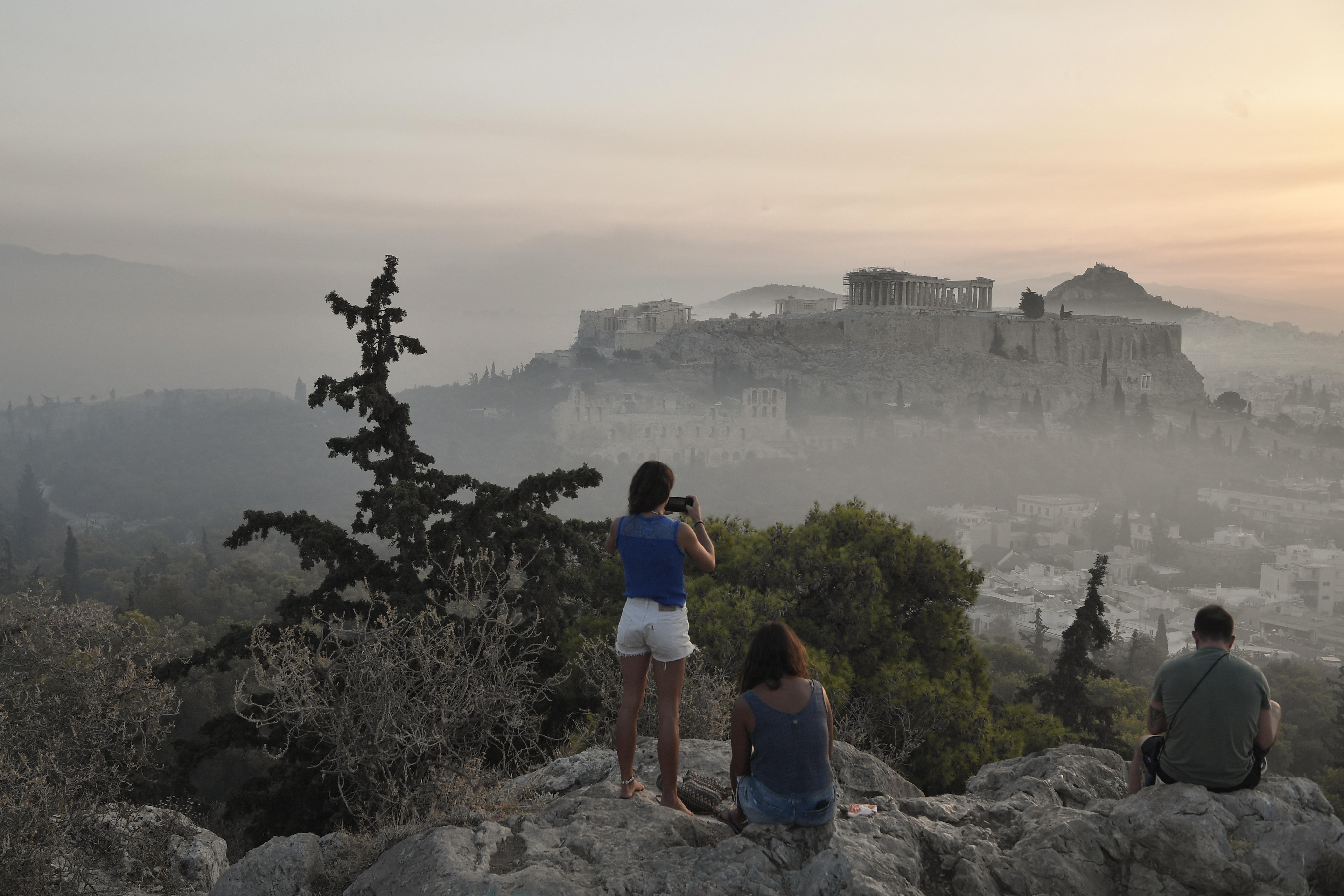 Füstbe burkolózott az Akropolisz a közeli erdőtüzek miatt