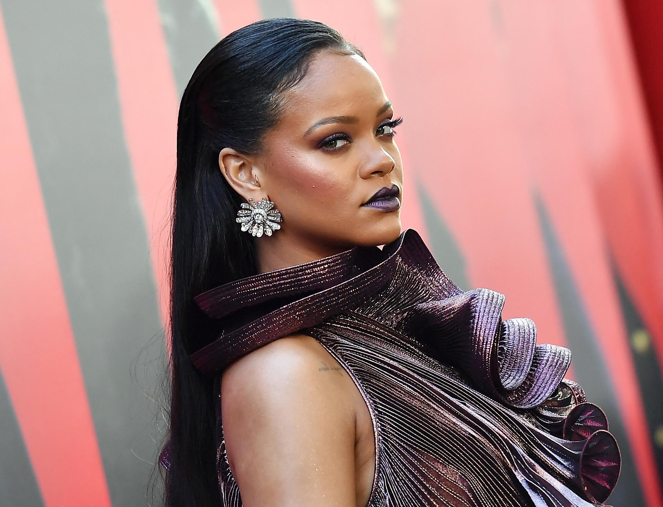 Rihanna beperelte az apját, aztán kibékülhettek