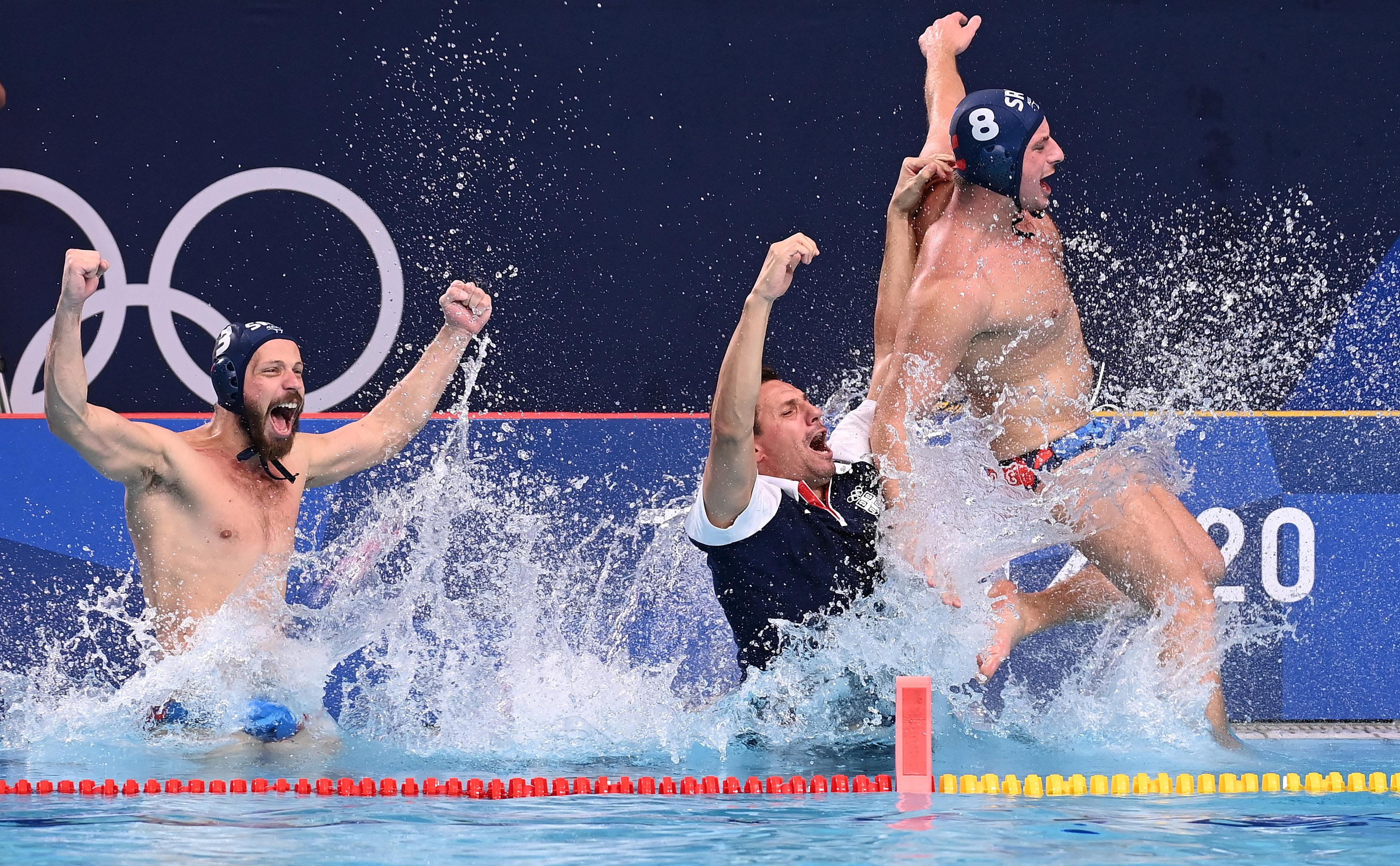 A szerbek nyertek férfi vízilabdában
