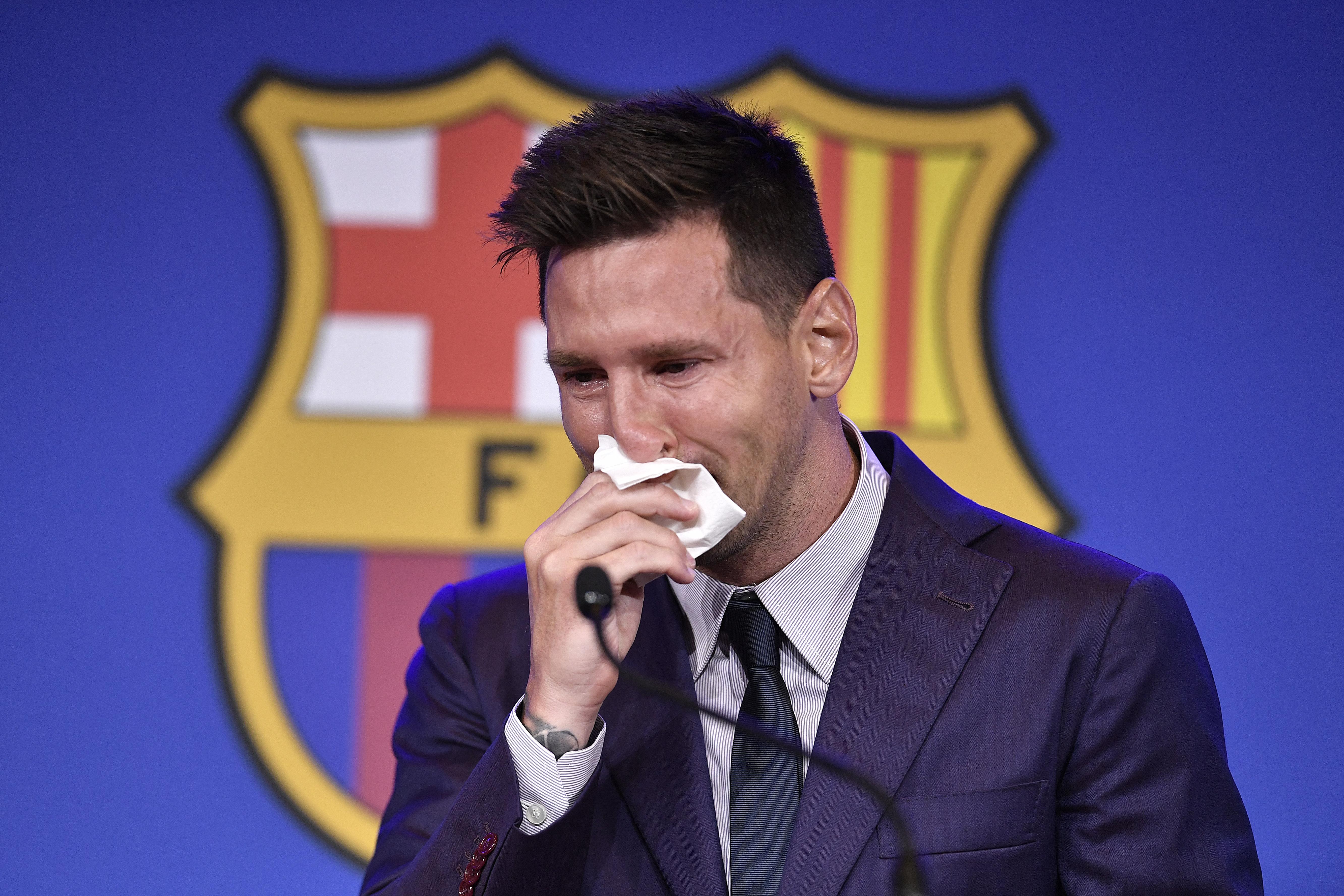 Messi sírva jelentette be, hogy elhagyja Barcelonát